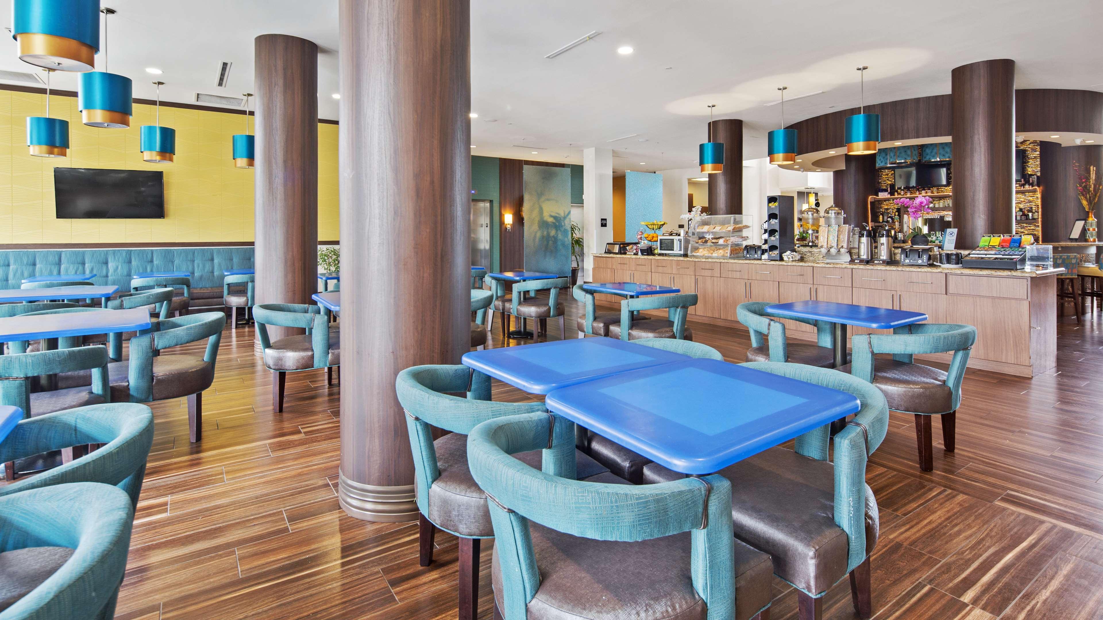 Best Western Plus Kendall Airport Hotel & Suites image 7
