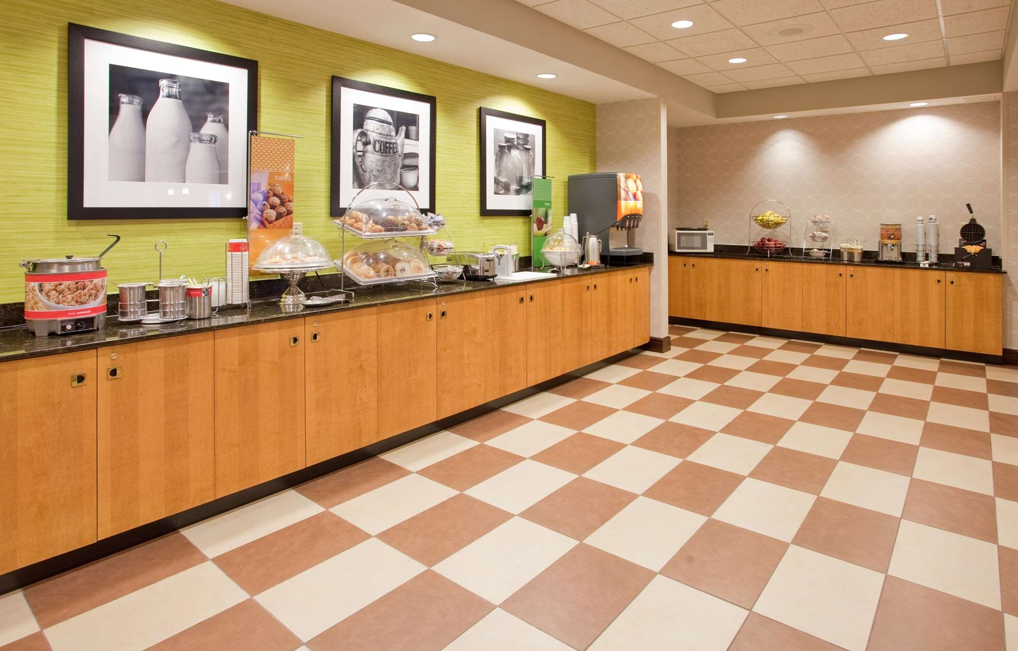 Hampton Inn Norfolk image 7