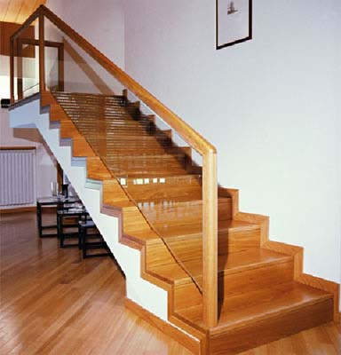 Serramenti p p scultori del legno mobili e oggetti for Immagini scale in legno