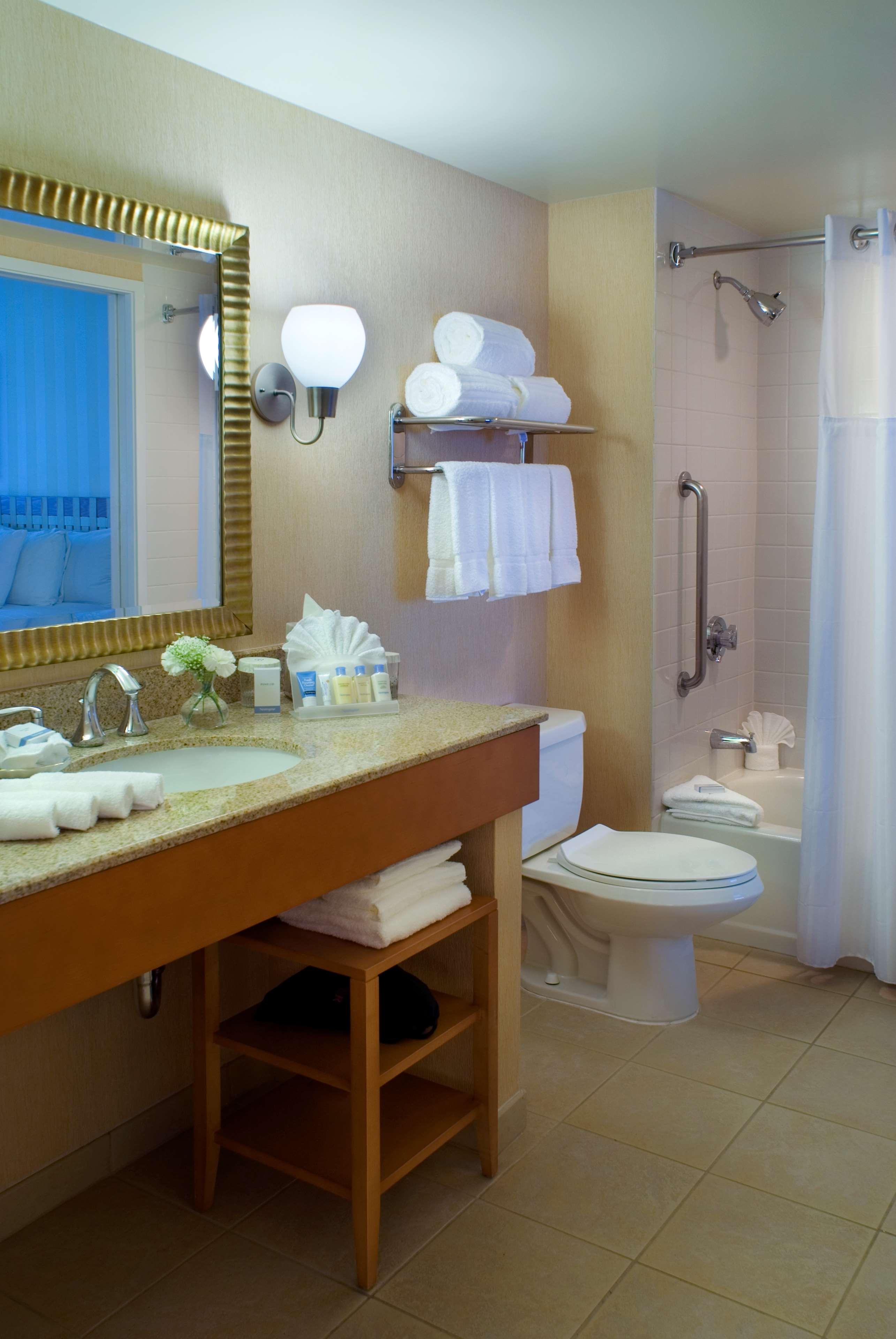 DoubleTree Suites by Hilton Hotel Santa Monica image 11