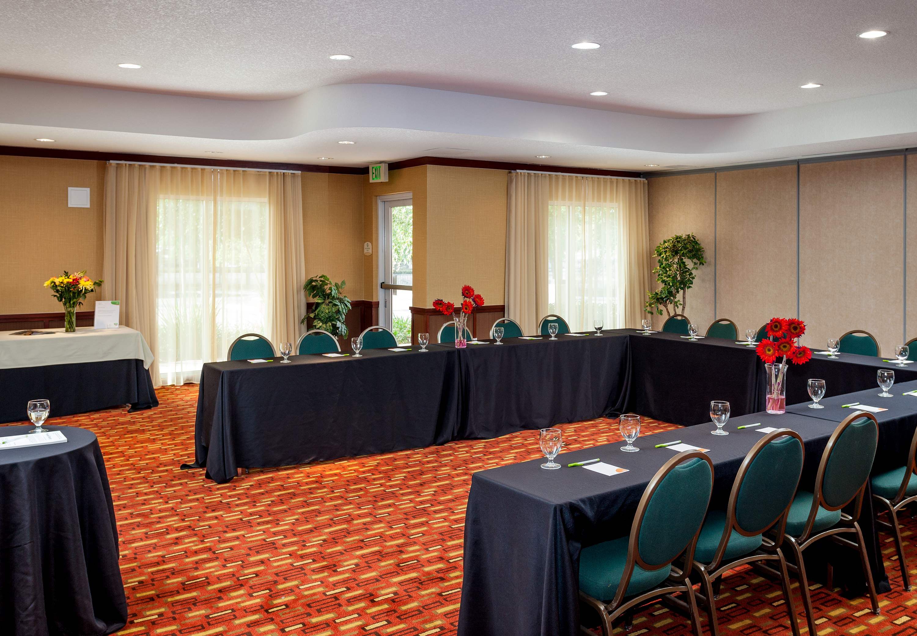 Courtyard by Marriott Ventura Simi Valley image 11