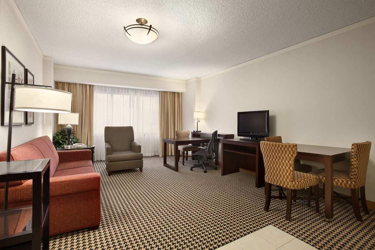 Embassy Suites by Hilton Atlanta Perimeter Center image 12