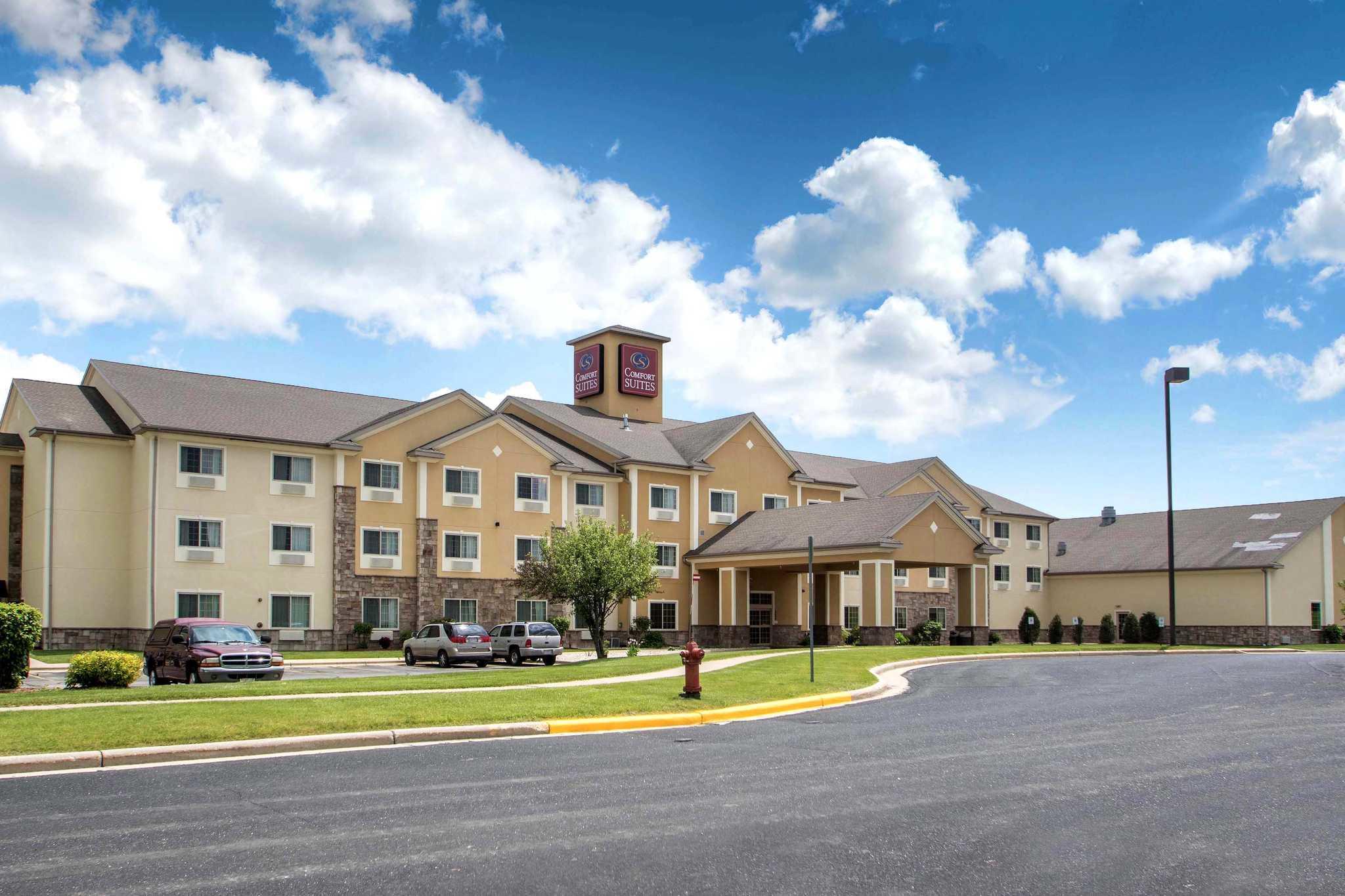 Comfort Suites Johnson Creek Conference Center image 1