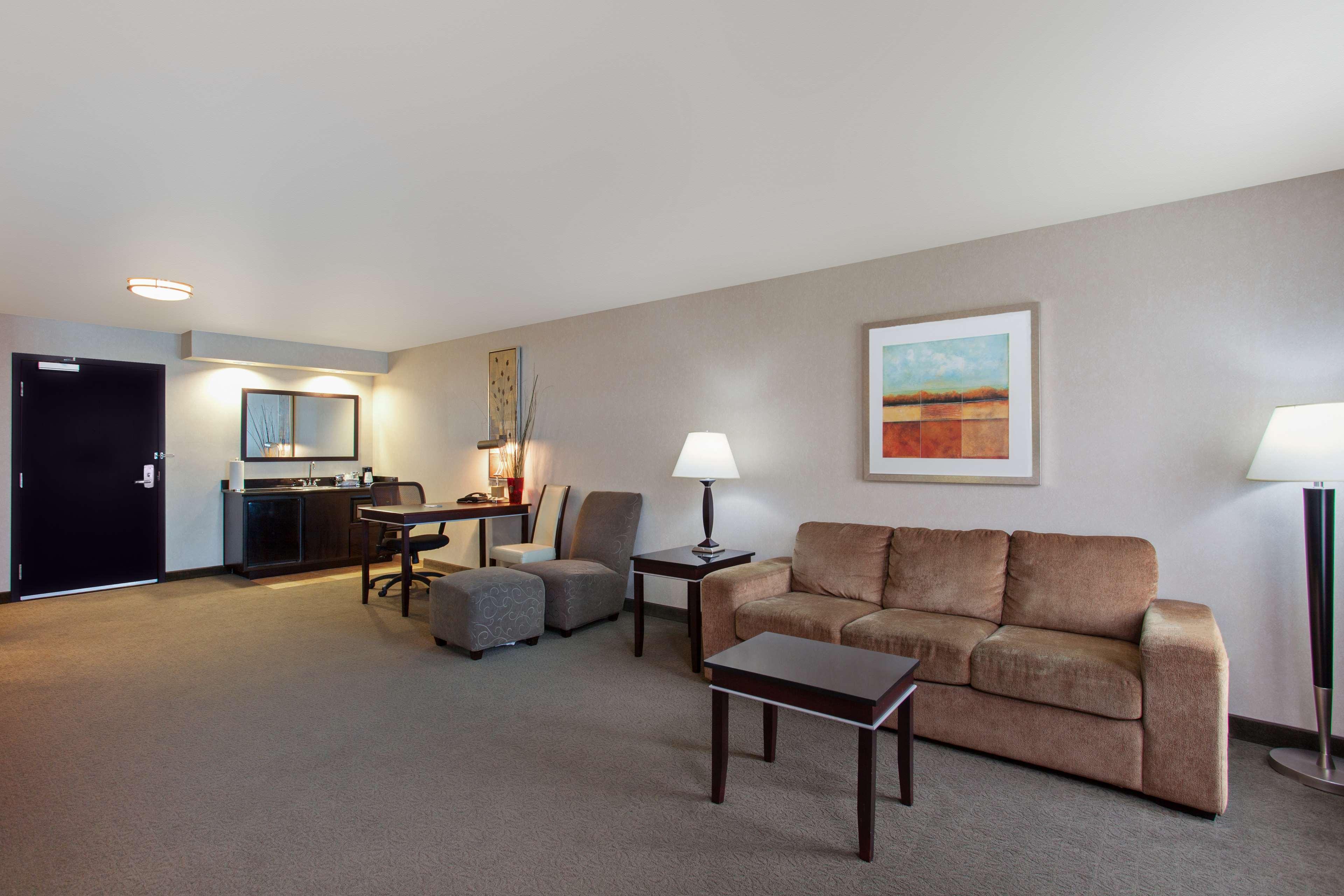 Hampton Inn & Suites Roseville image 12