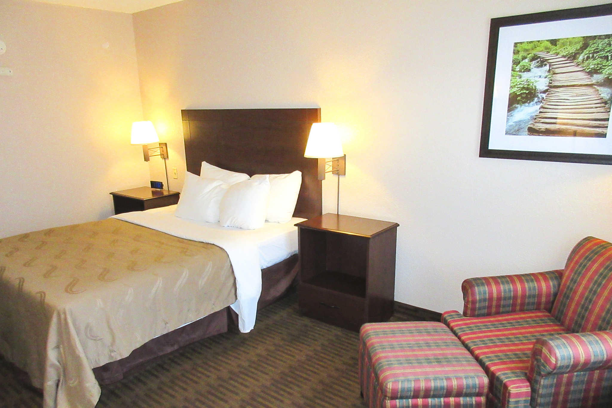Quality Inn & Suites Lawrence - University Area image 3