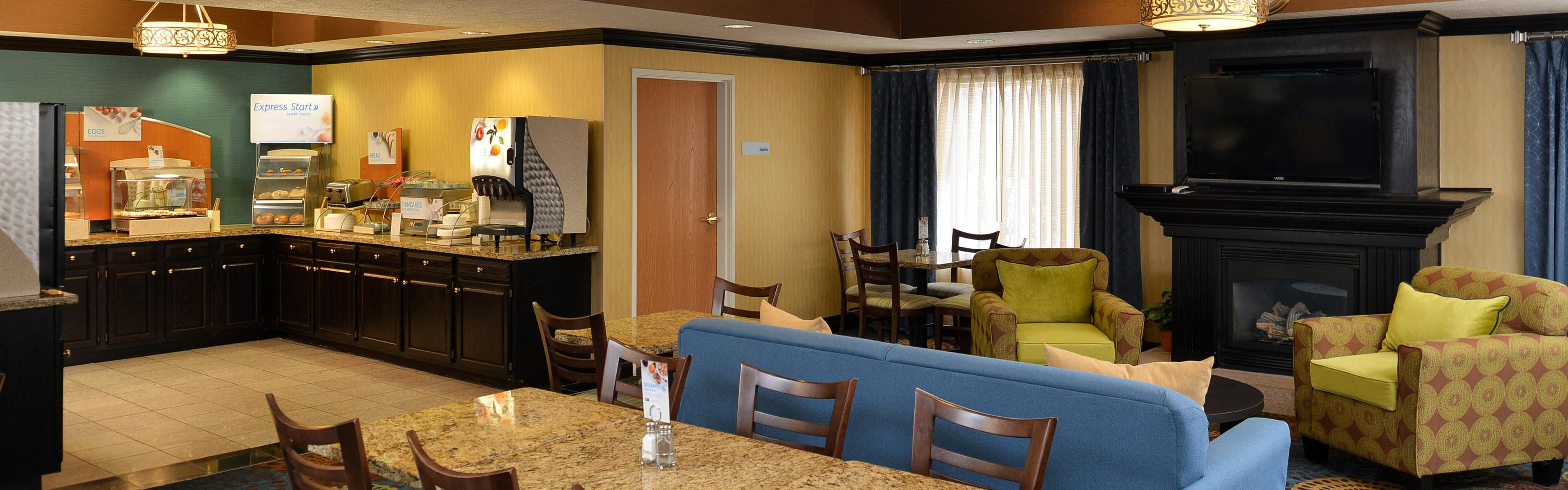 Holiday Inn Express & Suites Charlotte image 3