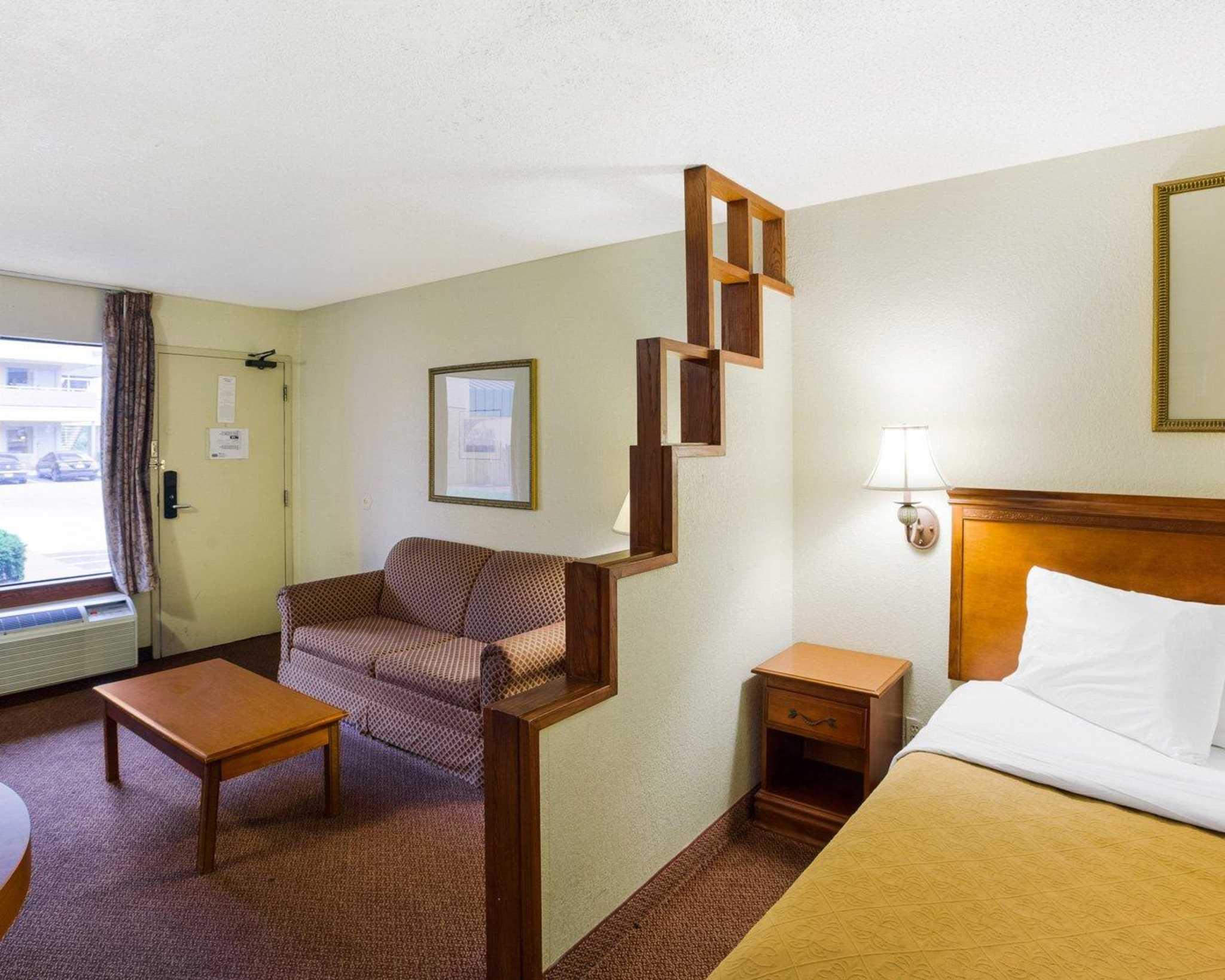 Rodeway Inn & Suites Fiesta Park image 17