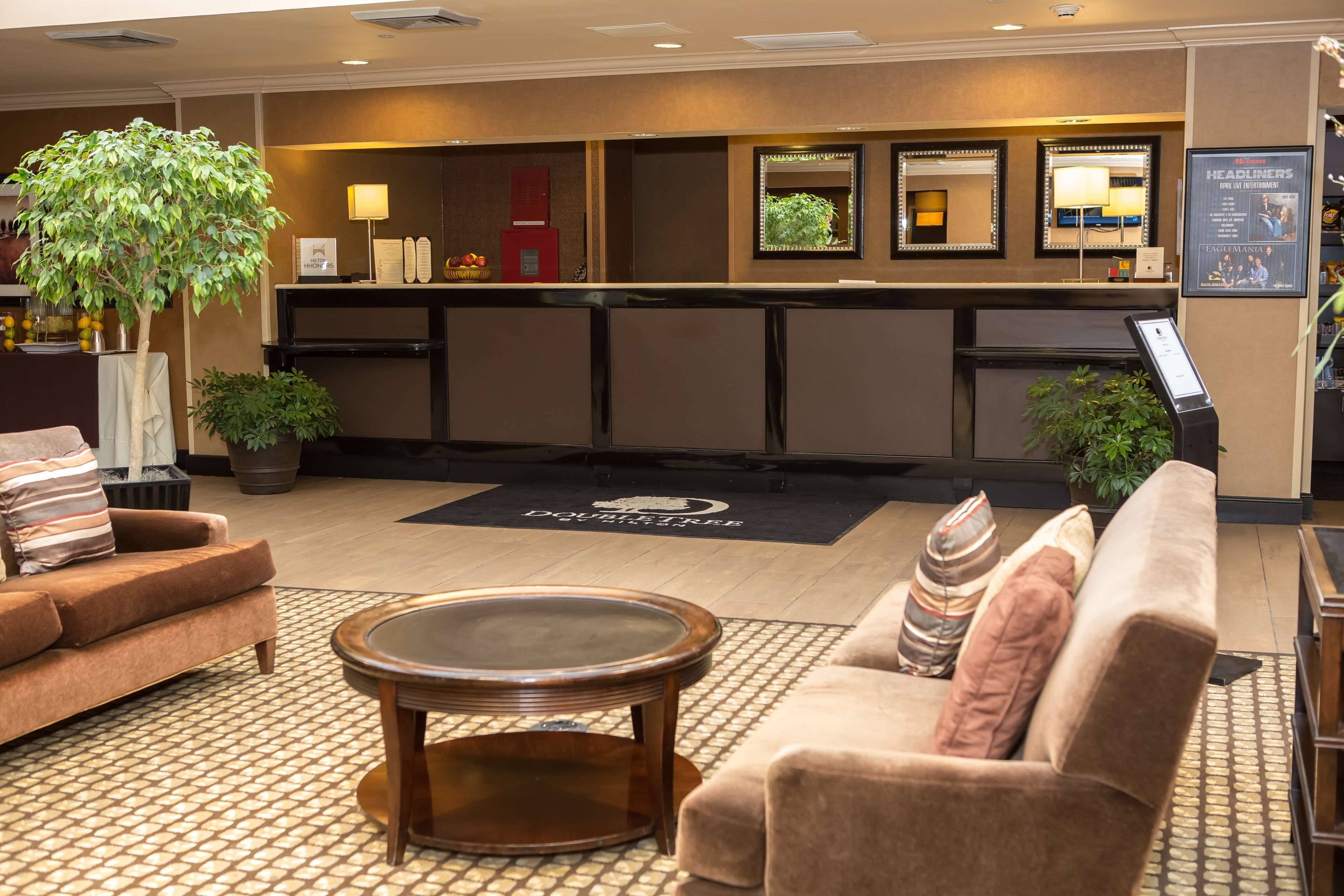 DoubleTree by Hilton Hotel Pittsburgh - Meadow Lands image 5