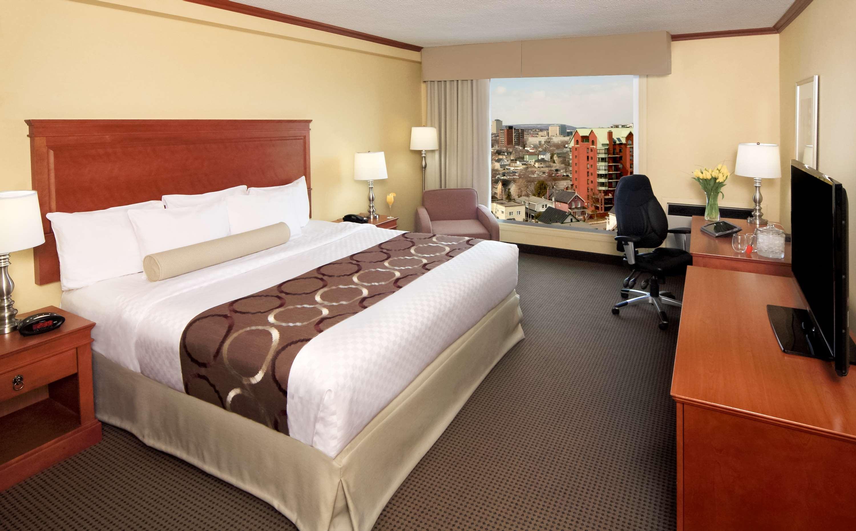 Best Western Plus Gatineau-Ottawa à Gatineau: King Bed Guest Room Gatineau View