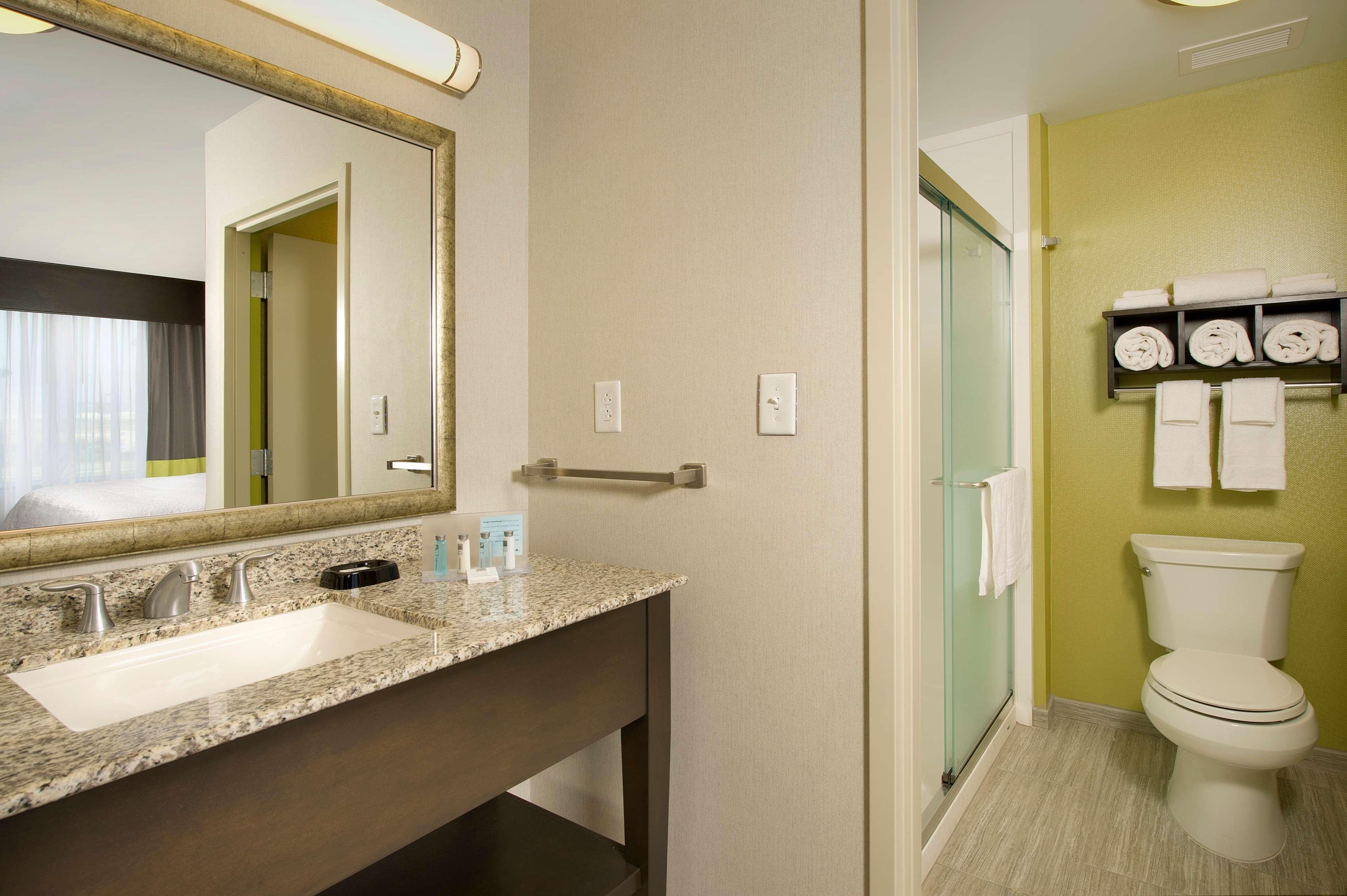 Hampton Inn & Suites Buffalo Airport image 11