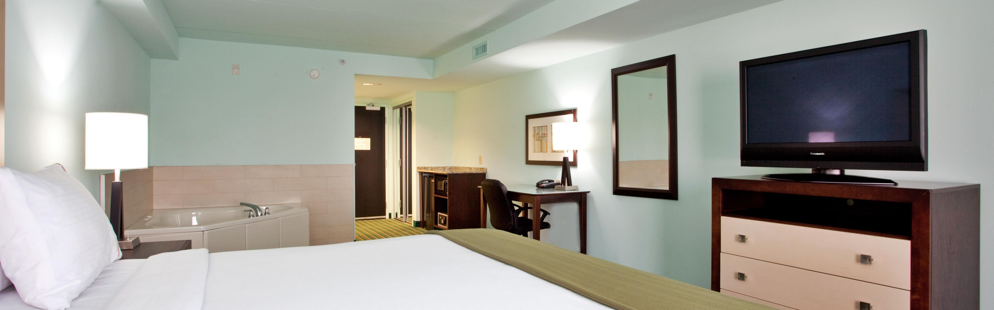 Holiday Inn Express & Suites Norfolk Airport image 1