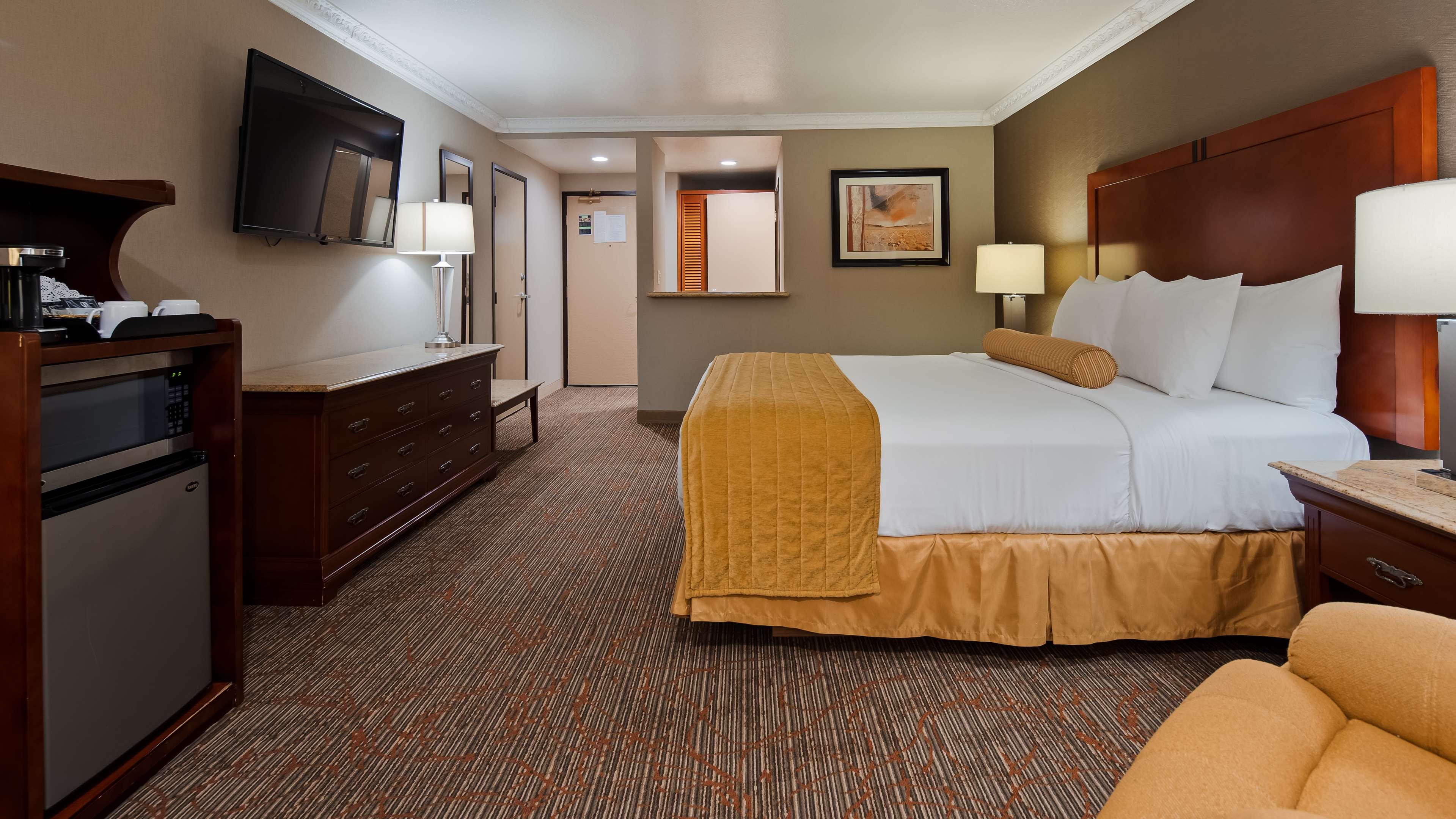 Best Western Plus Newport Mesa Inn image 6