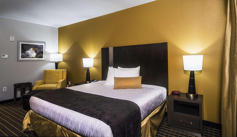 Best Western Plus Lampasas Inn & Suites image 5