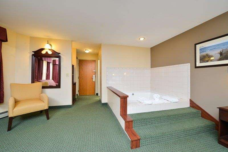 Best Western The Hotel Chequamegon image 26