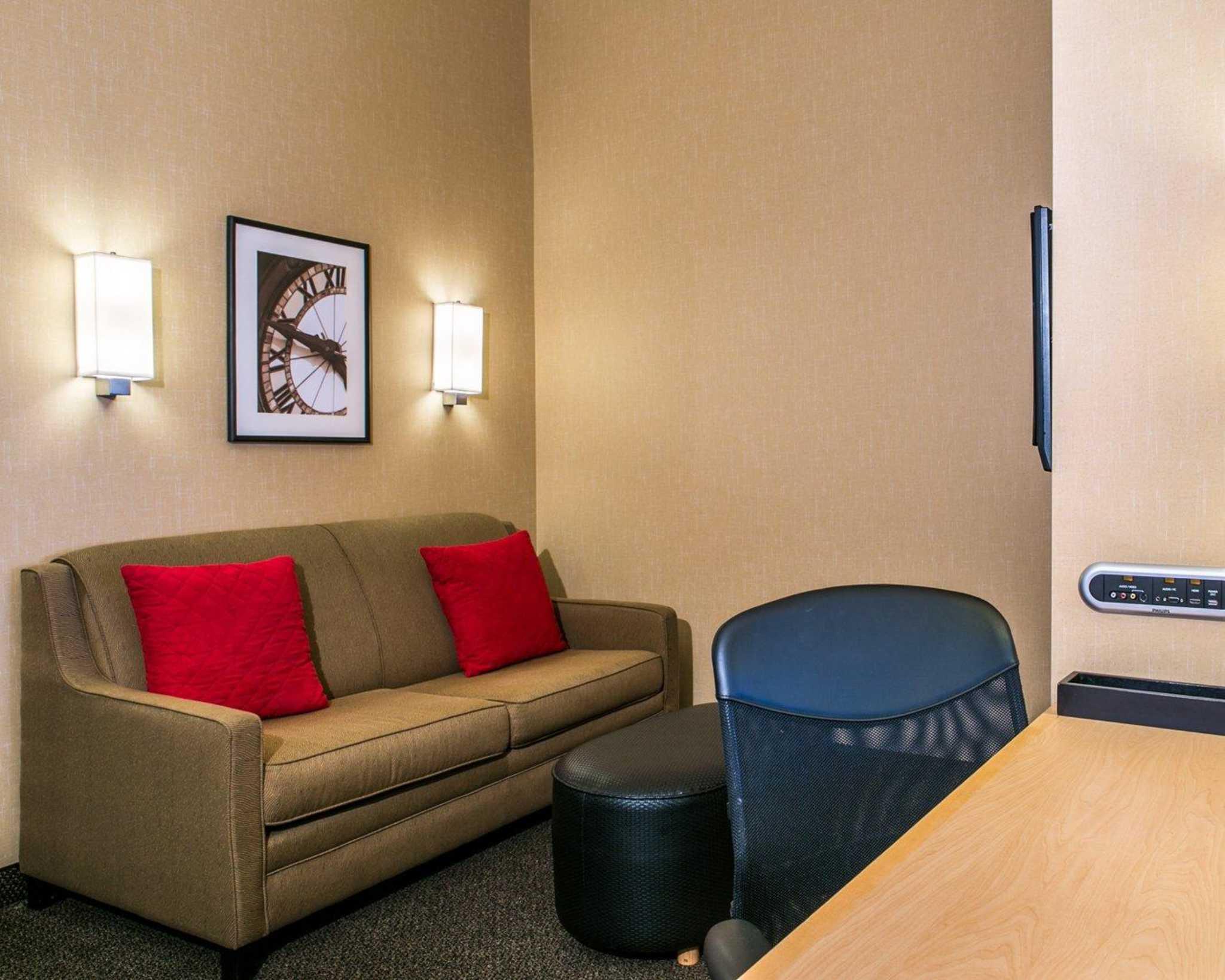 Cambria Hotel Denver International Airport image 4