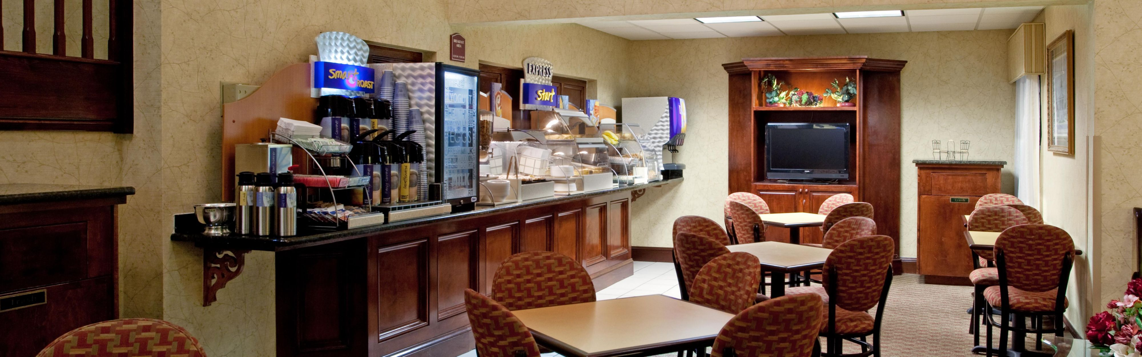 Holiday Inn Express & Suites Lexington-Hwy 378 image 3