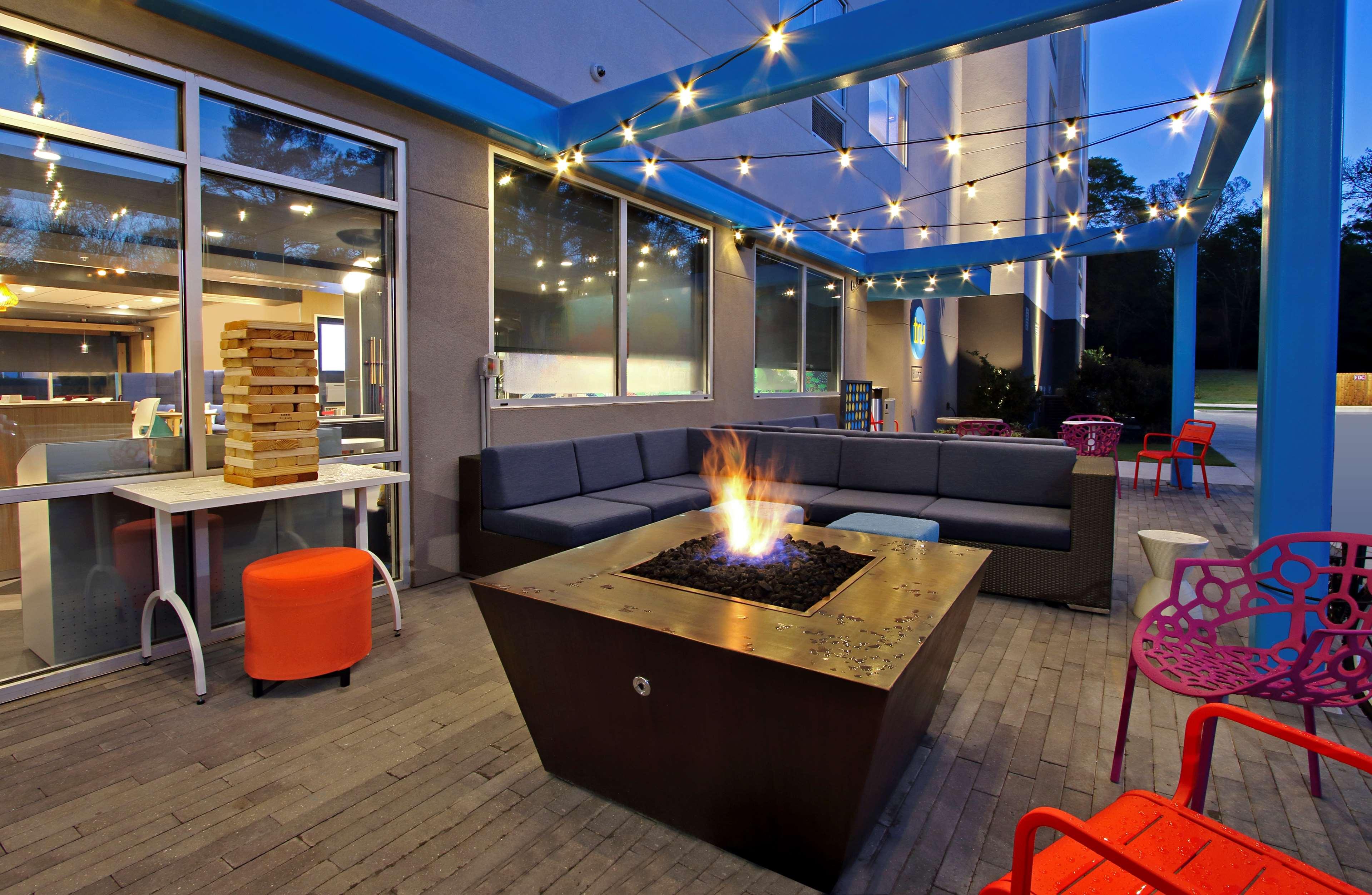 Tru by Hilton Meridian image 1