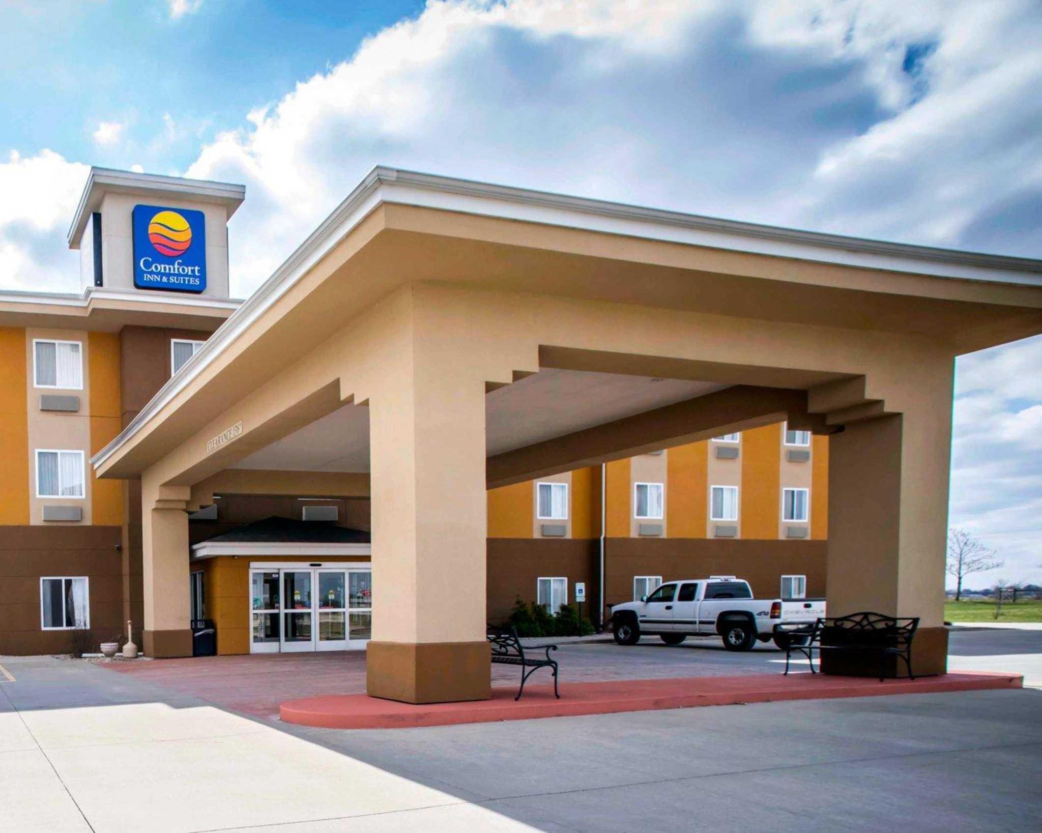 Comfort Inn & Suites Greenville I-70 image 1