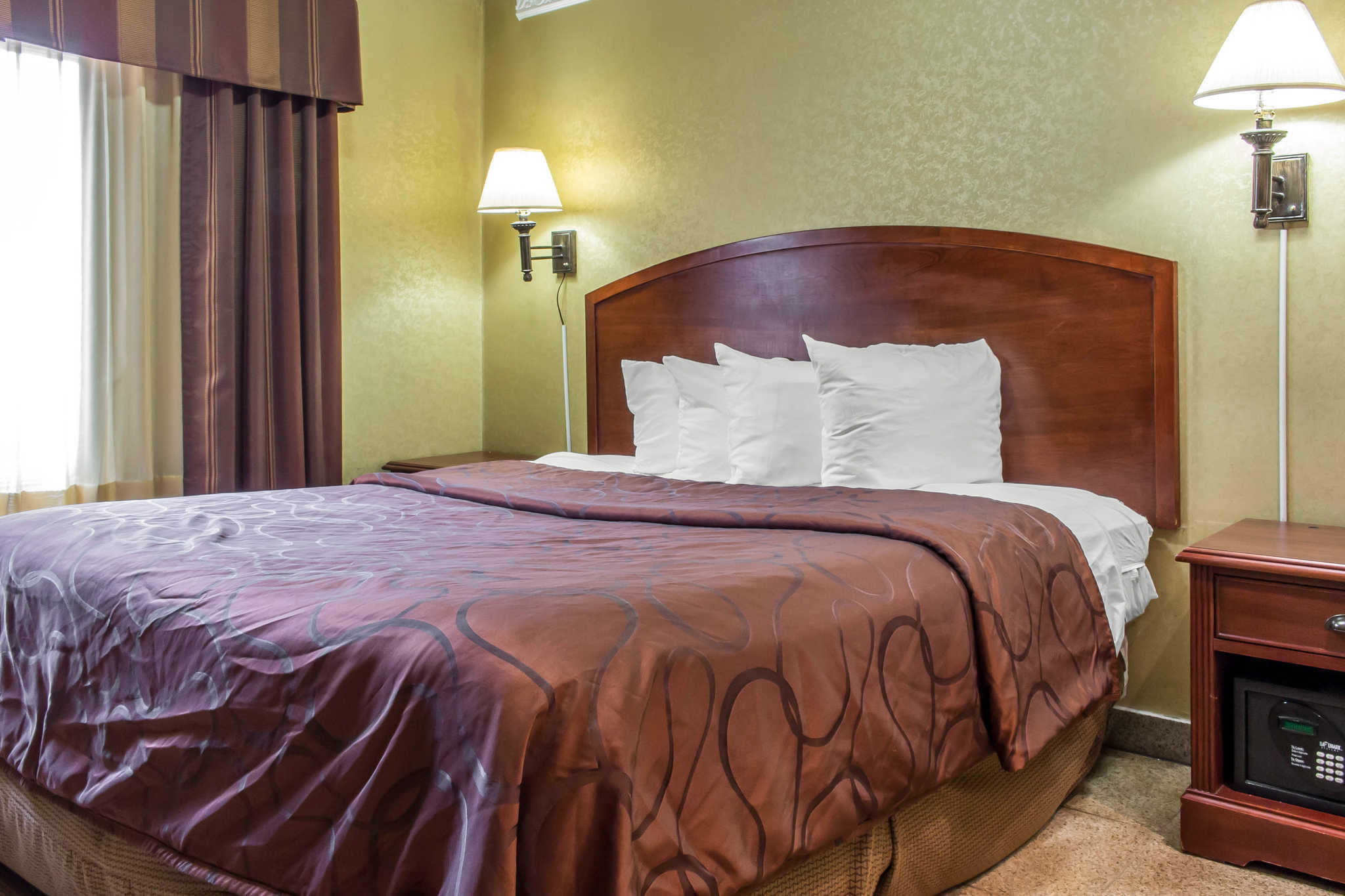 Rodeway Inn Capri image 24