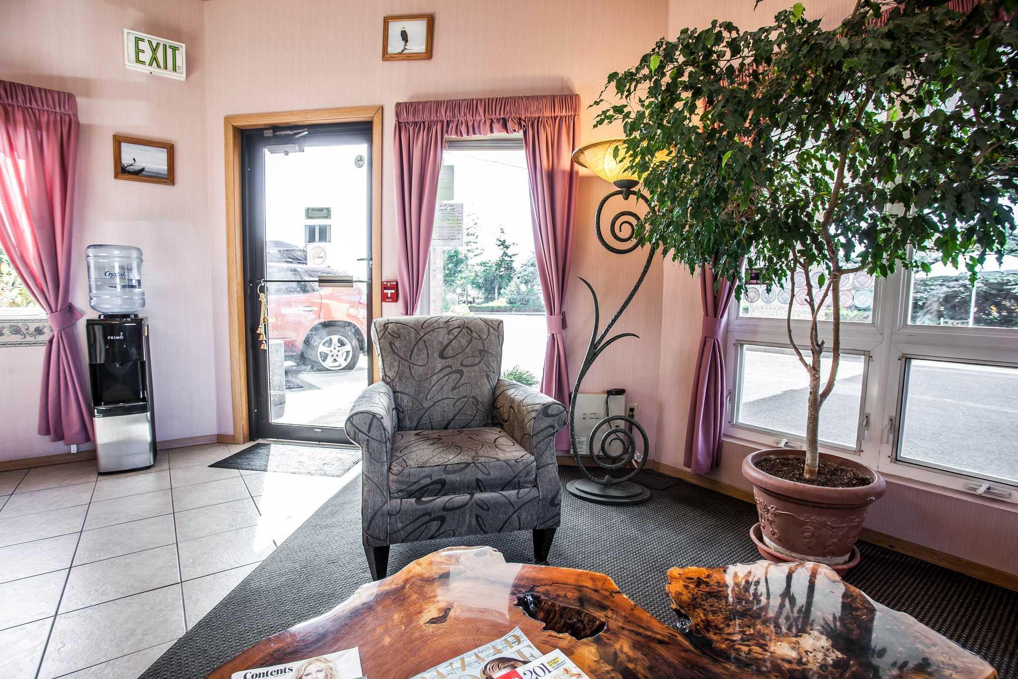 Econo Lodge image 26