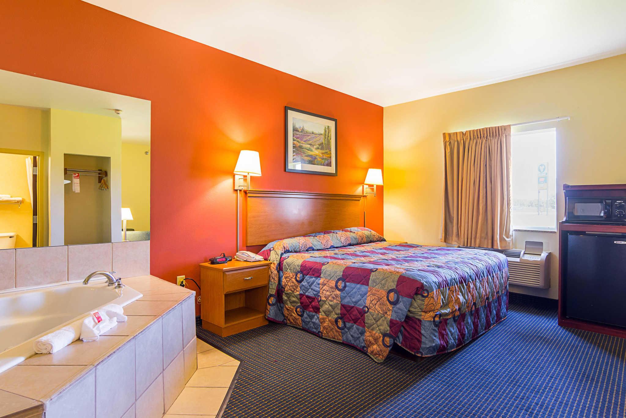 Econo Lodge Inn & Suites Pritchard Road North Little Rock image 17