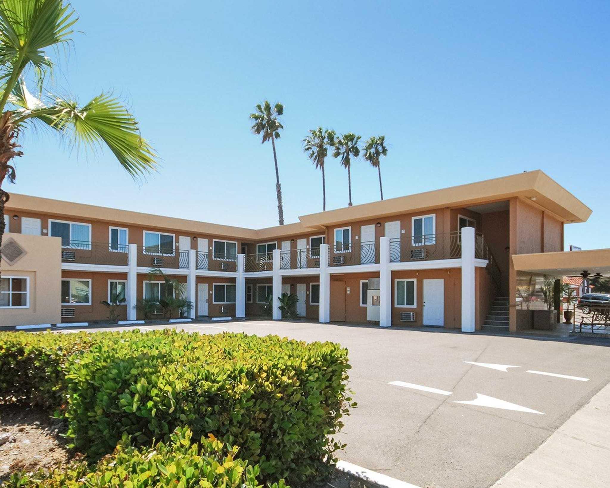 Comfort Inn San Diego At The Harbor image 1