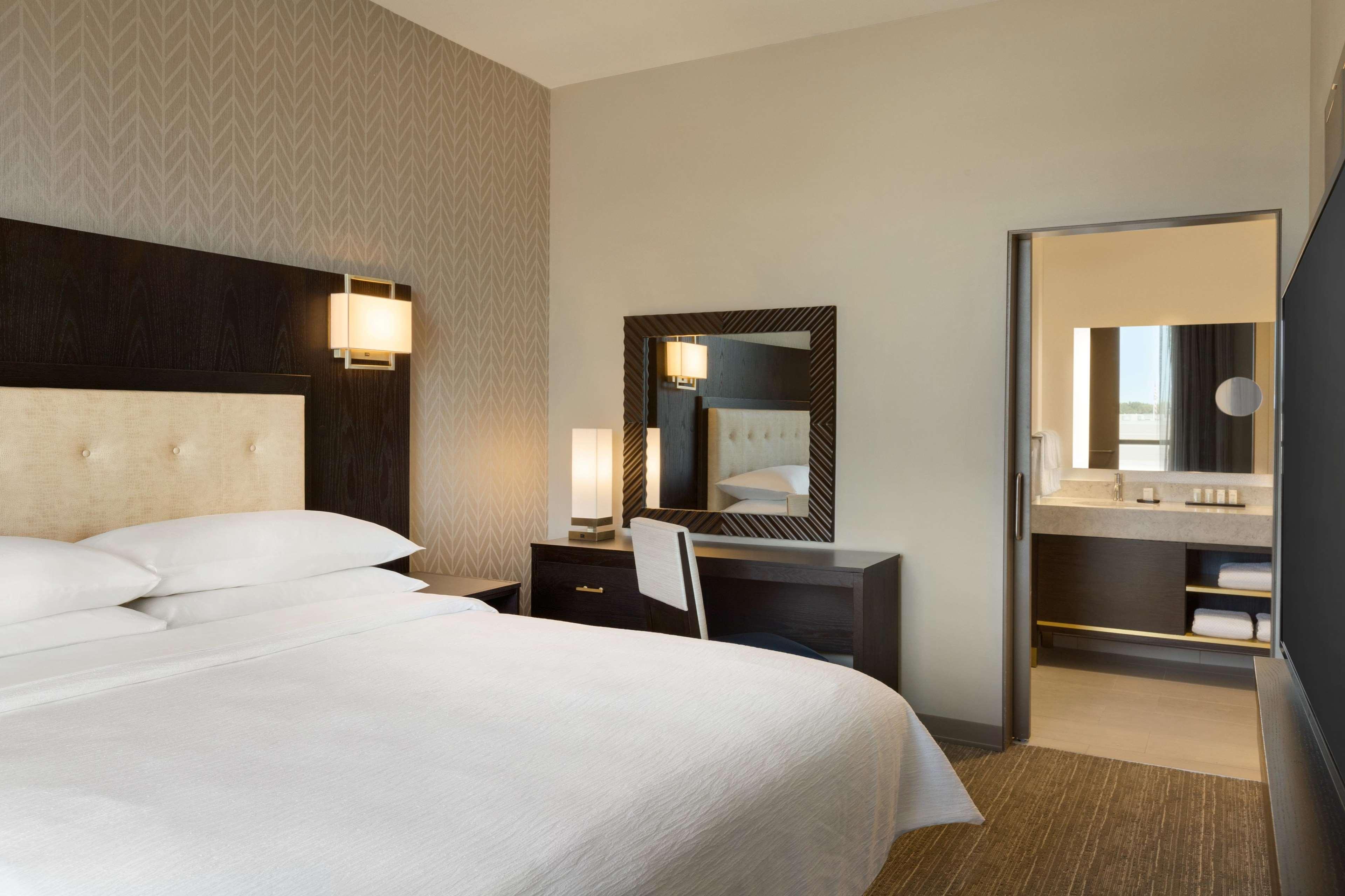 Embassy Suites by Hilton Syracuse Destiny USA image 3