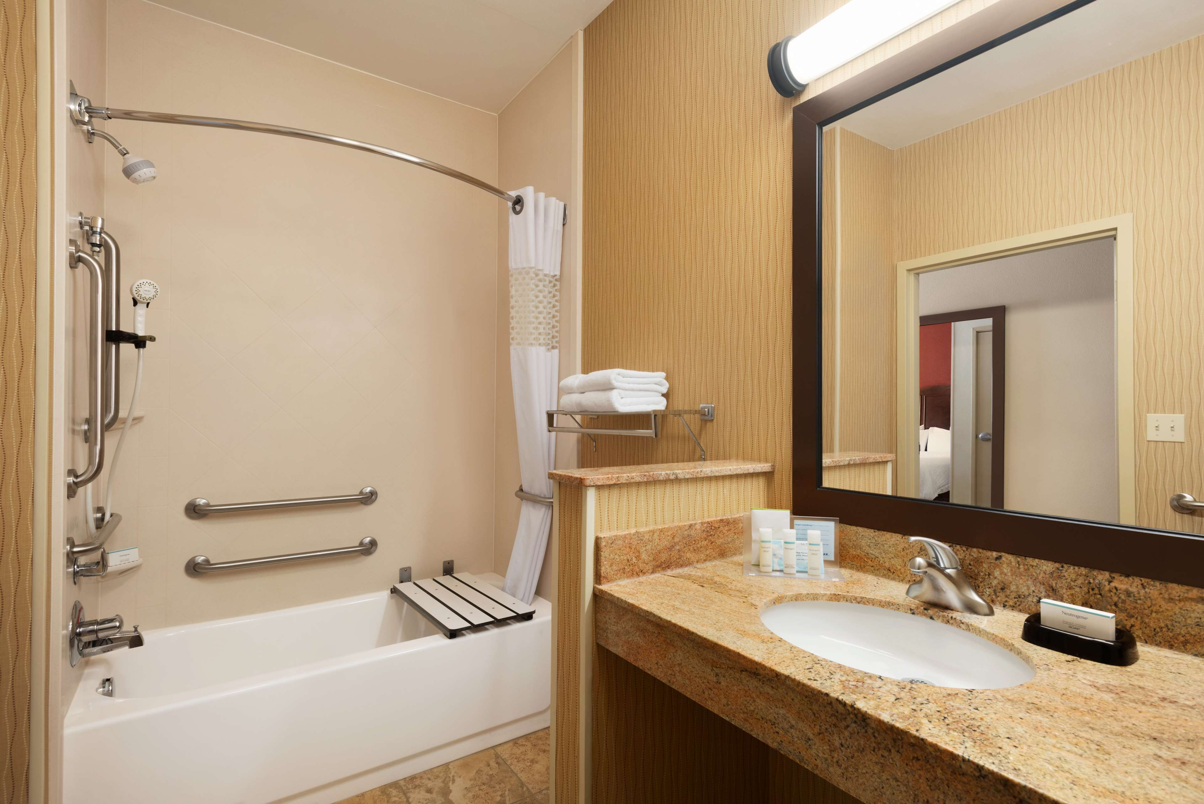 Hampton Inn Battle Creek image 16