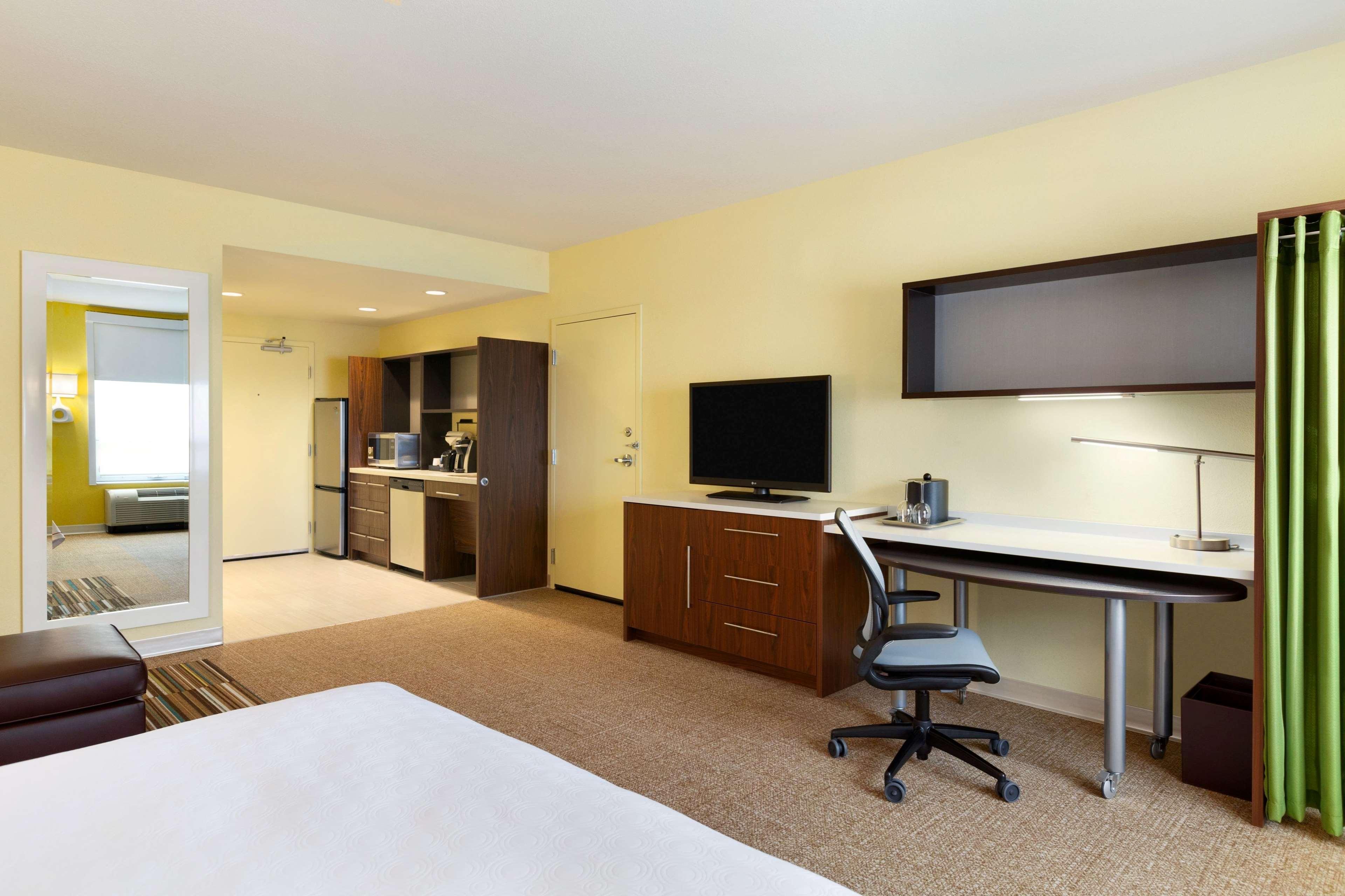 Home2 Suites by Hilton West Edmonton, Alberta, Canada à Edmonton: 1 Queen Accessible Studio Suite Room