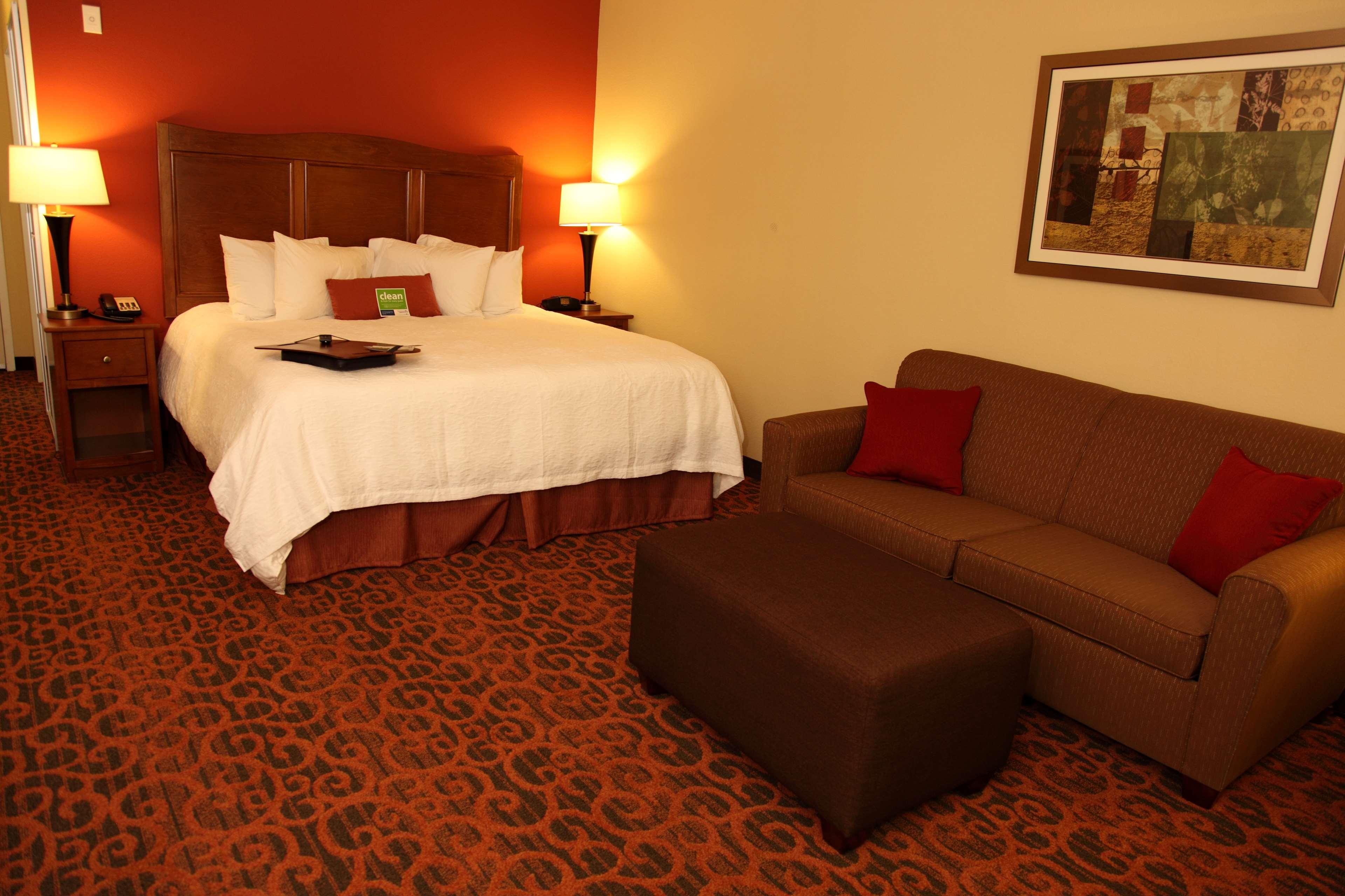 Hampton Inn & Suites Bastrop image 0