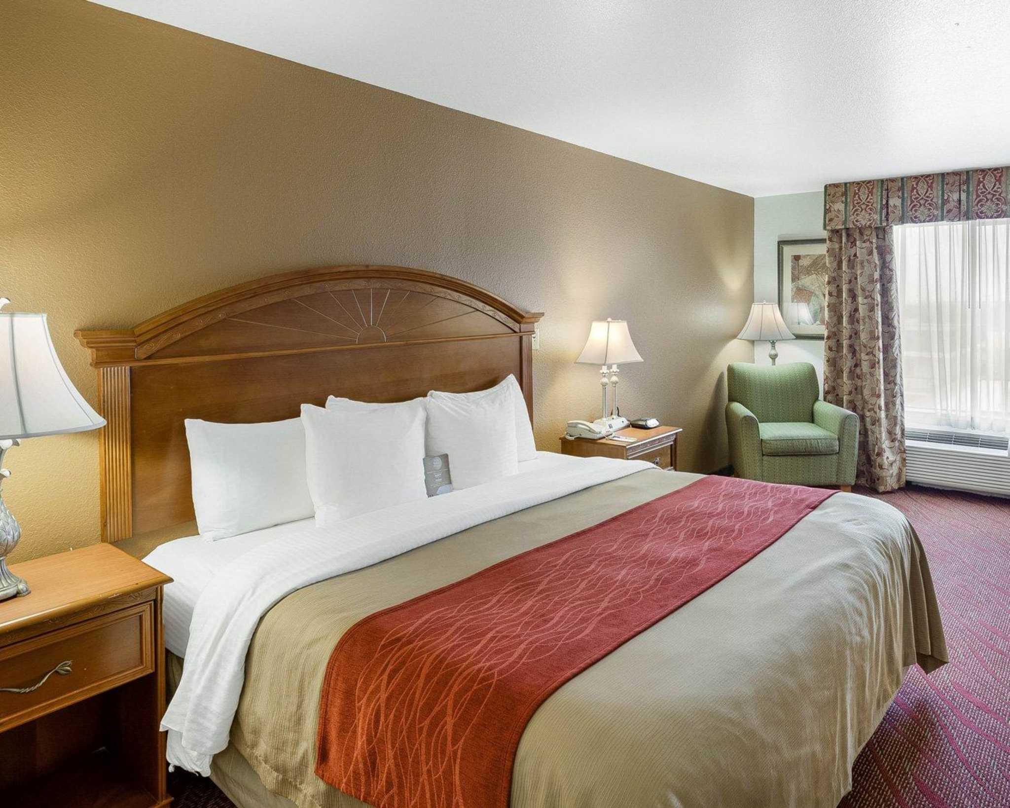 Comfort Inn & Suites Near Medical Center image 5
