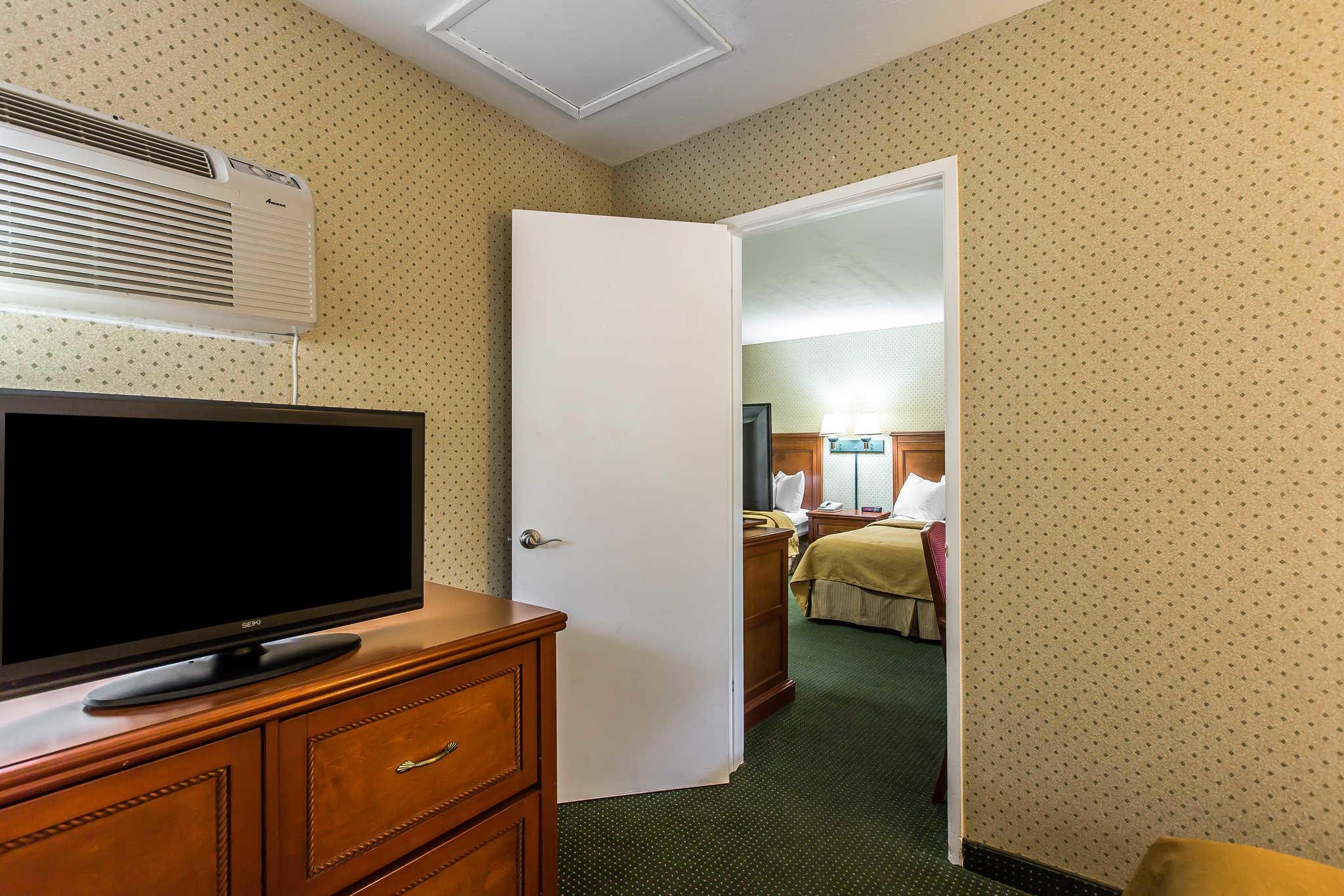 Quality Inn Near China Lake Naval Station image 23