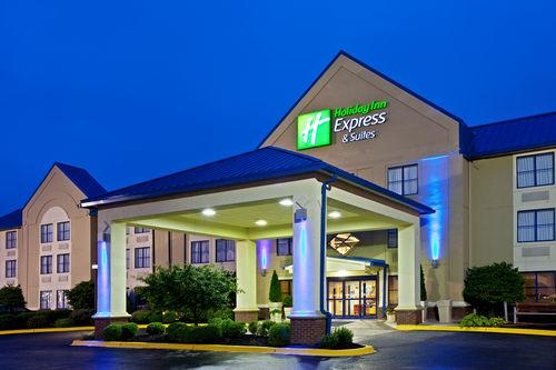 Holiday Inn Express & Suites Scottsburg image 0