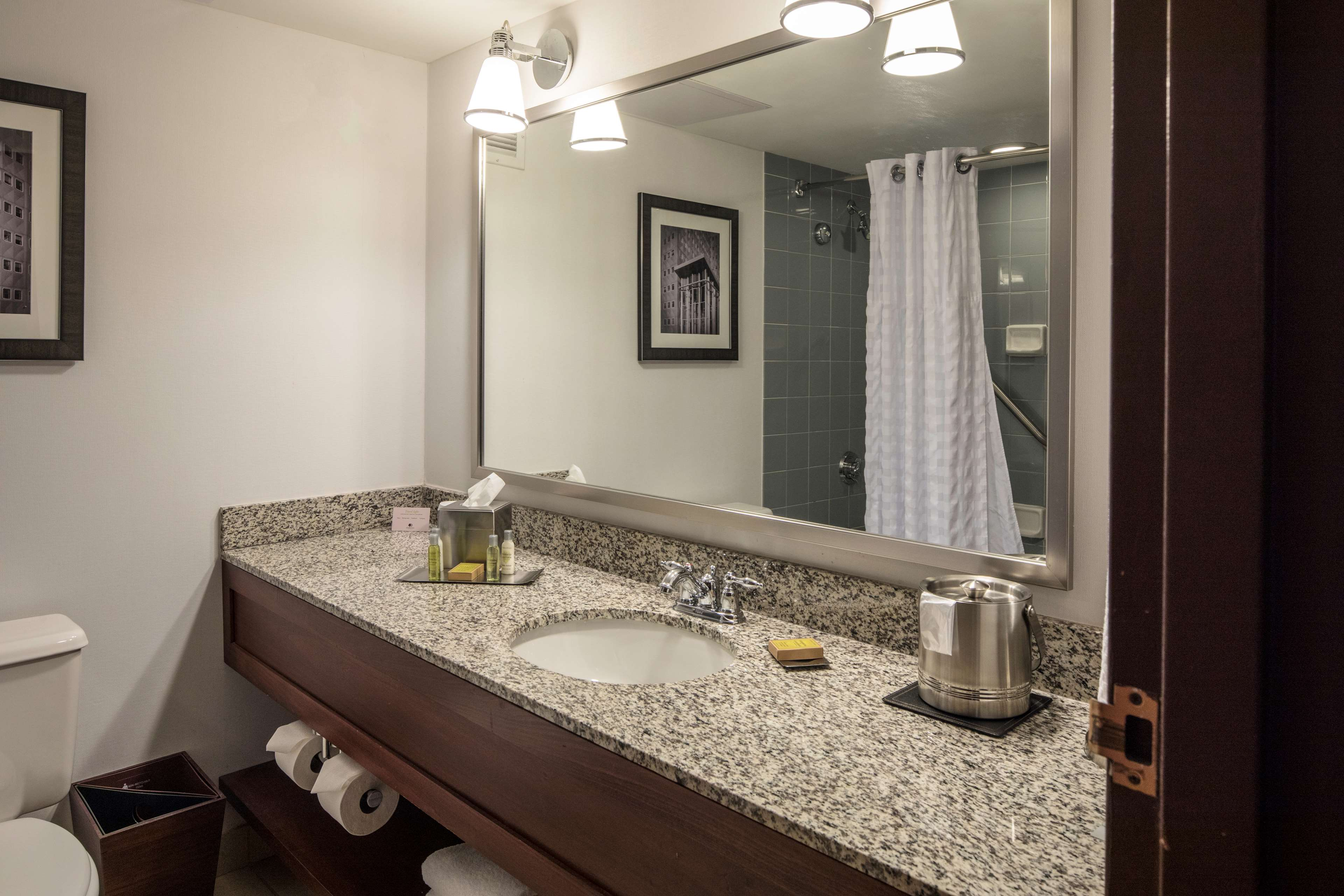 DoubleTree by Hilton Hotel Pittsburgh - Cranberry image 23