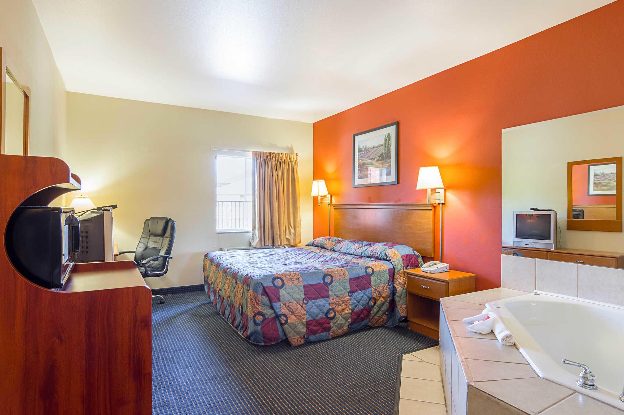 Econo Lodge Inn & Suites Pritchard Road North Little Rock image 10
