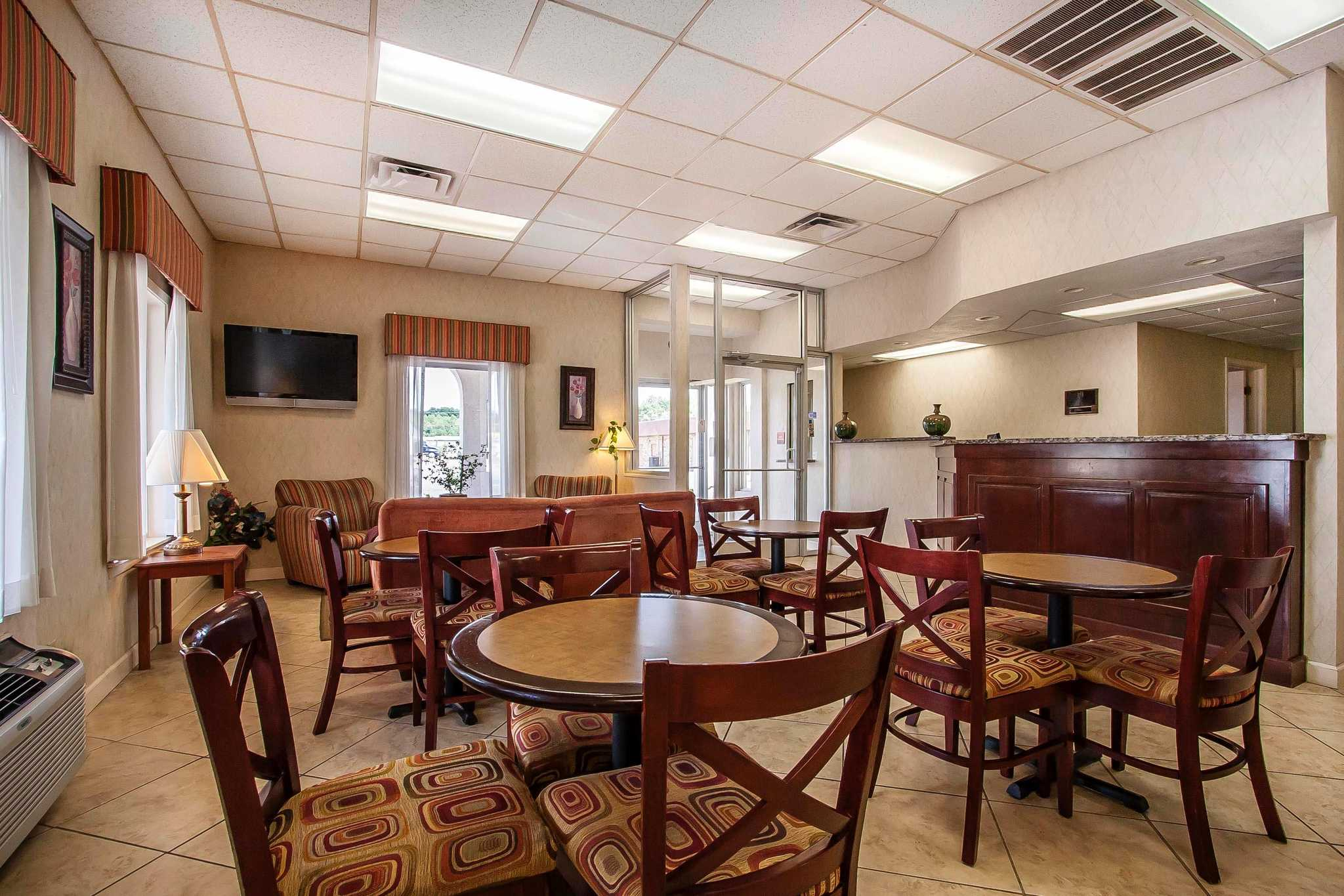Quality Inn & Suites image 18