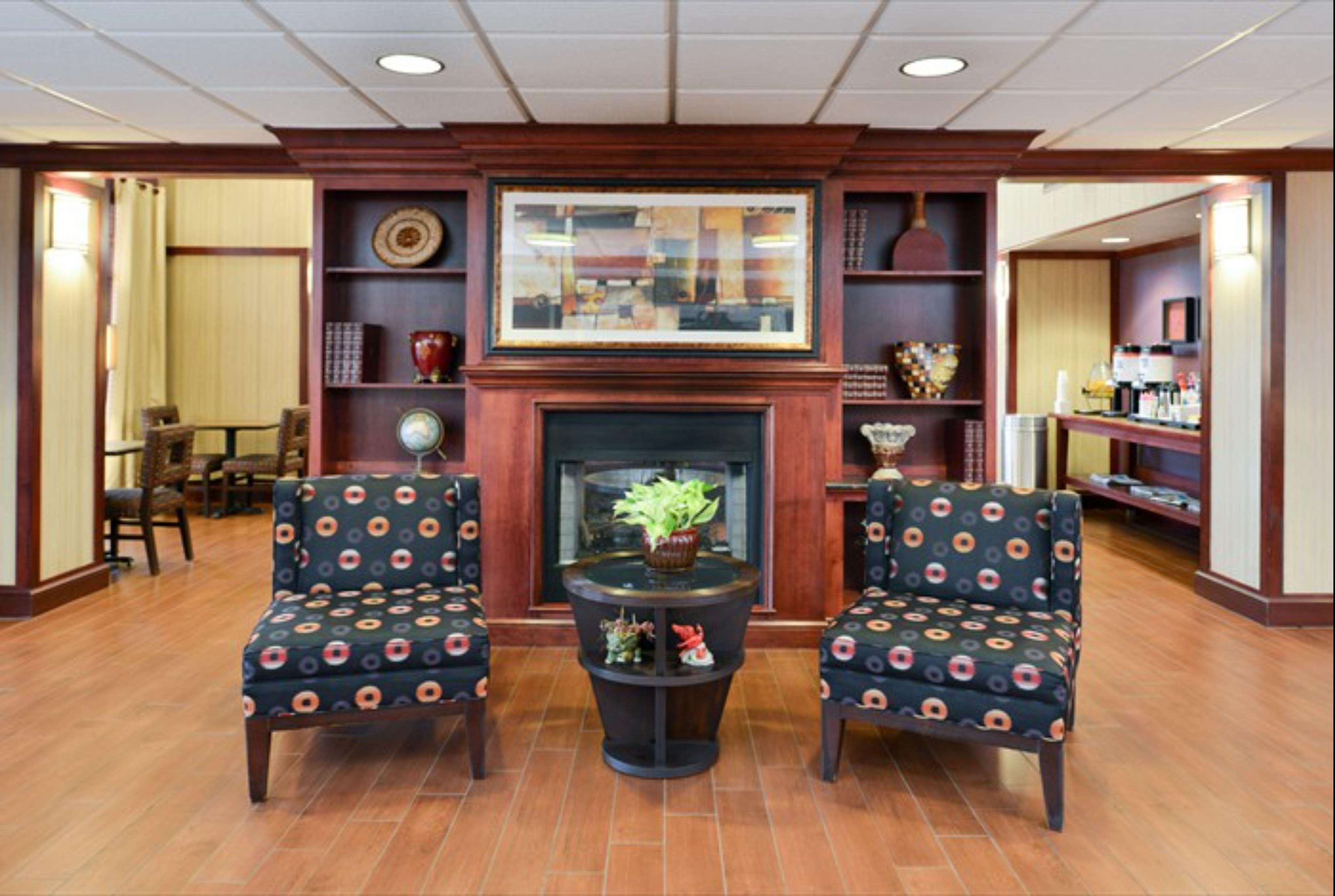 Hampton Inn & Suites Richmond image 27