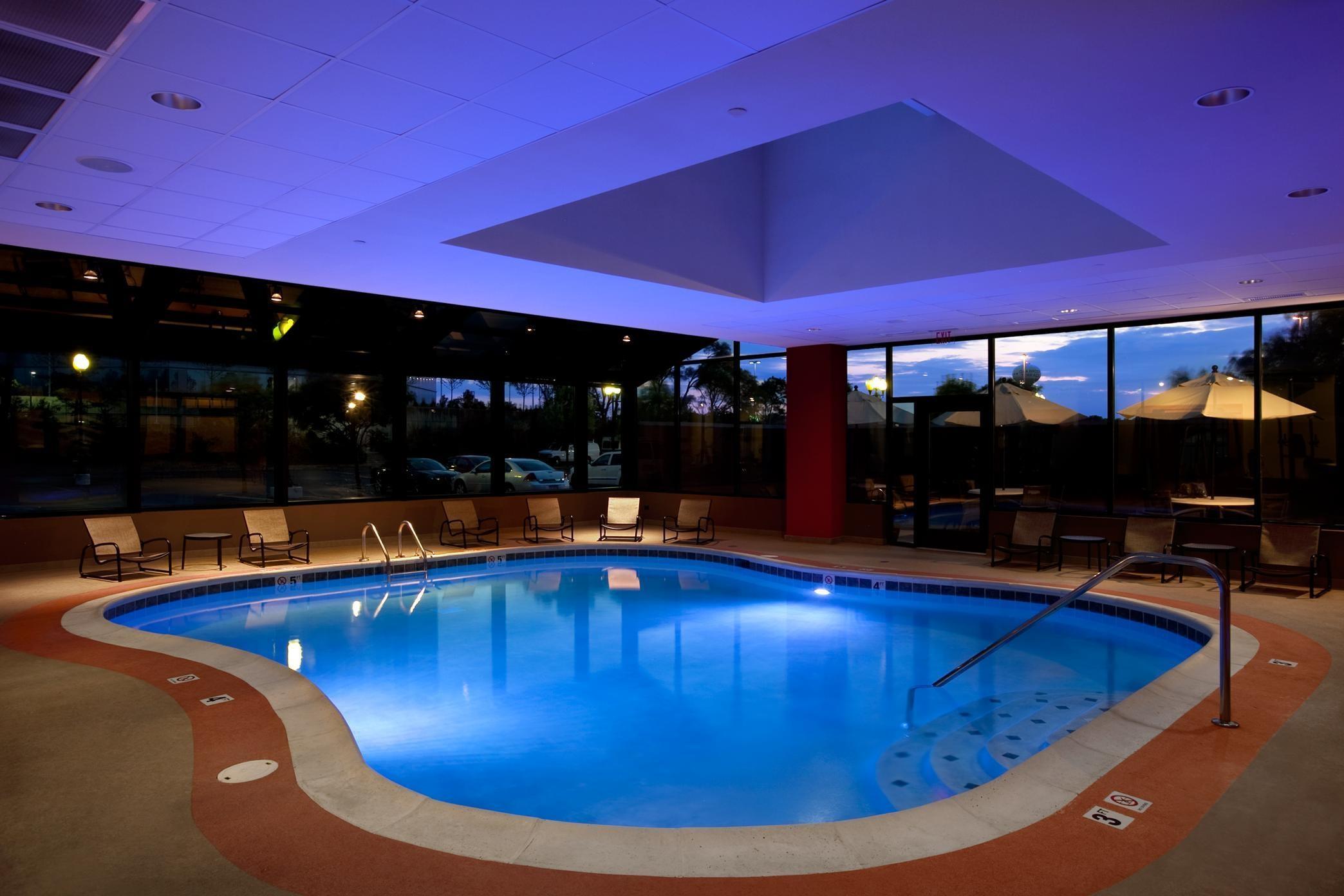Hilton Chicago/Oak Brook Suites image 1