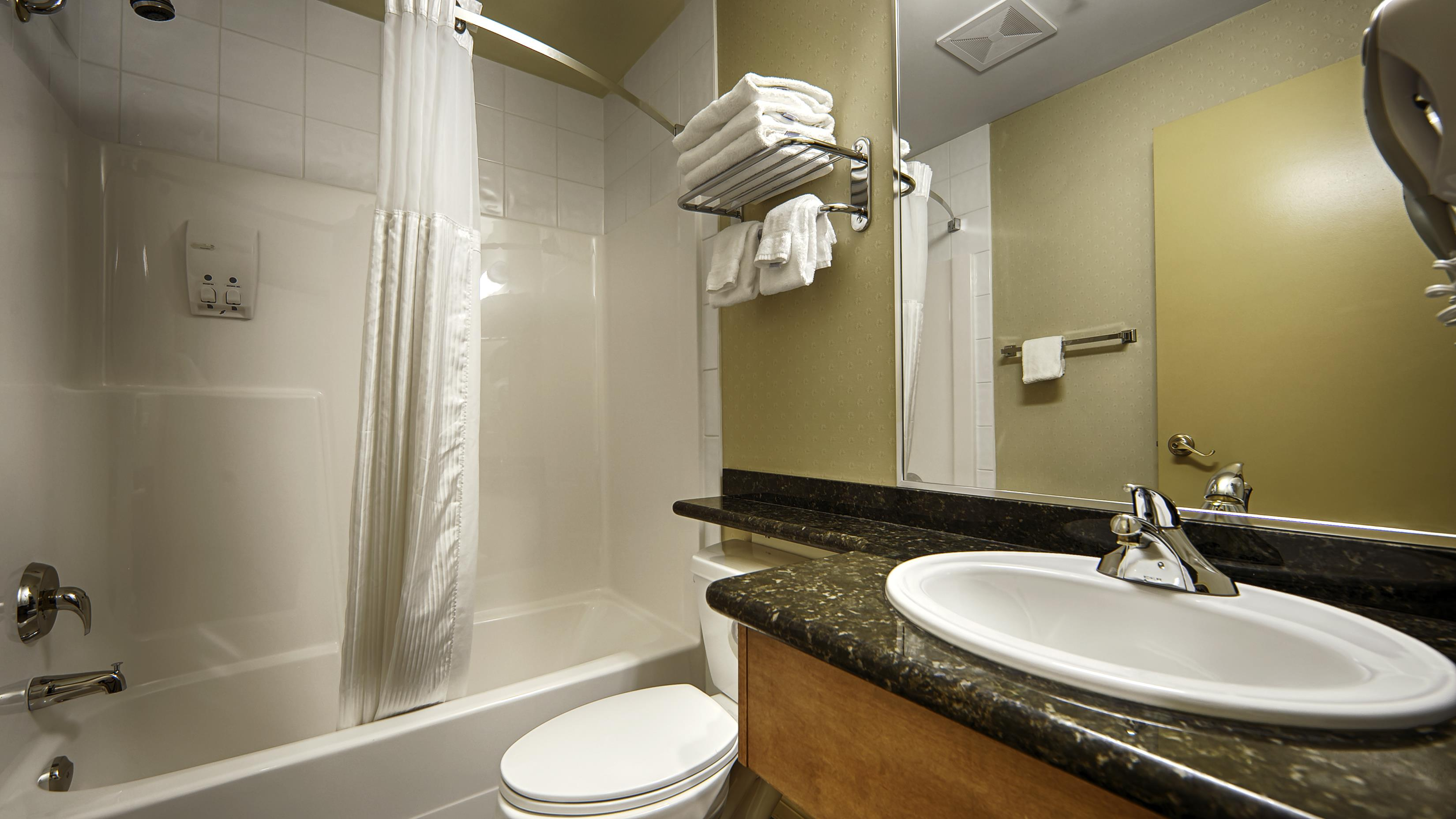 Best Western Peace Arch Inn in Surrey: Bathroom