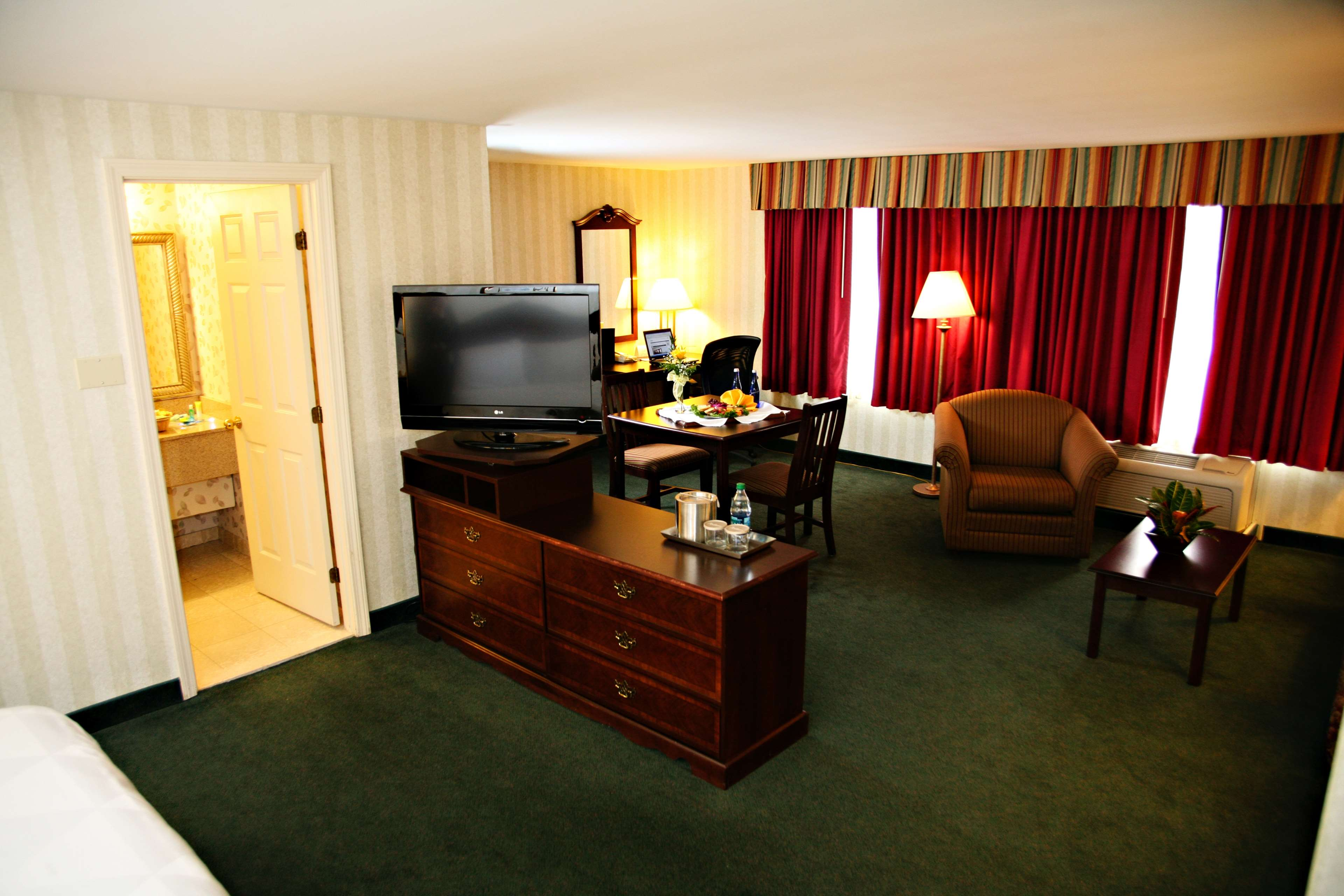 Radisson Hotel & Suites Chelmsford-Lowell - Closed in Chelmsford, MA, photo #13