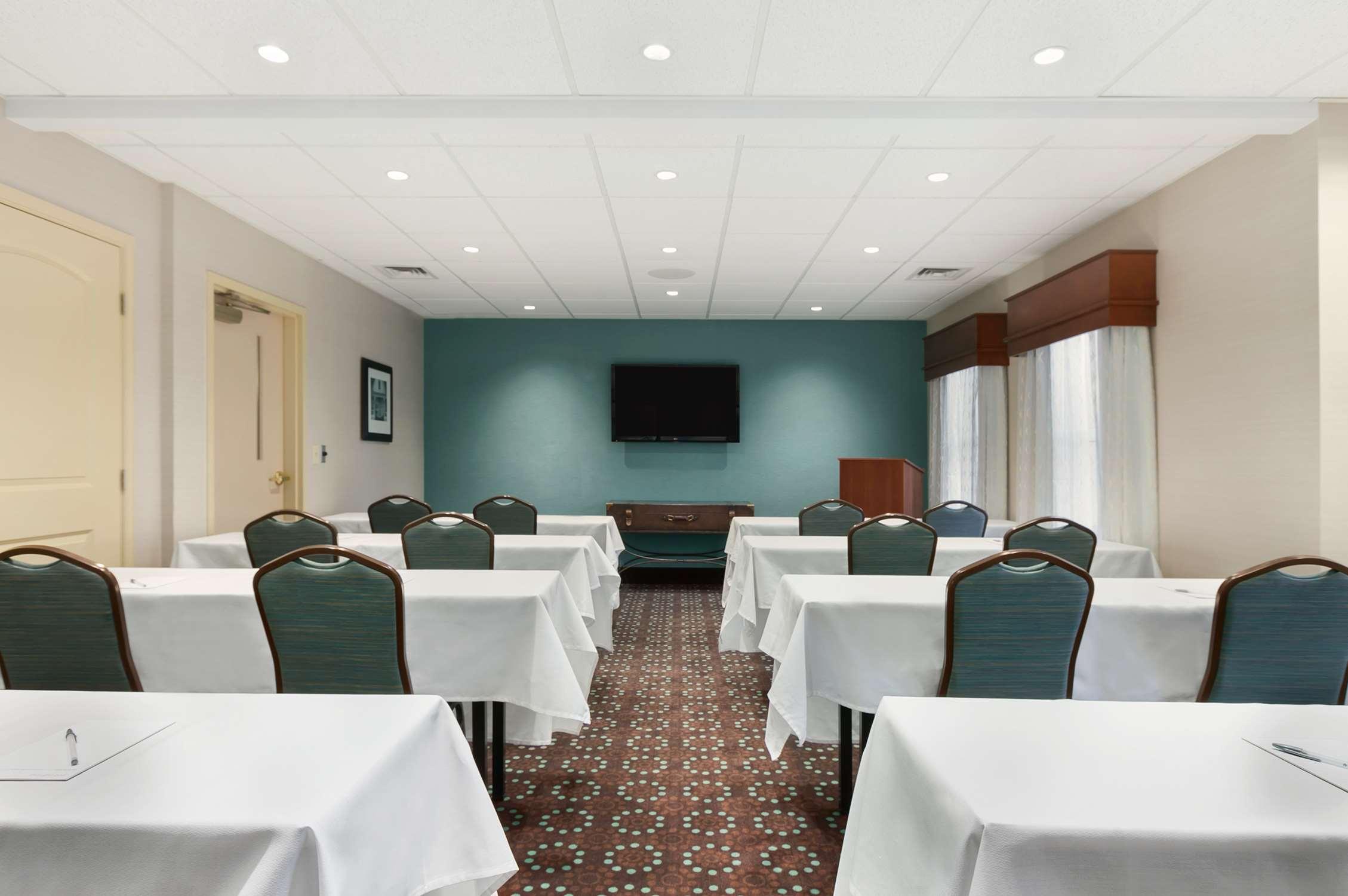 Hampton Inn & Suites Newport News (Oyster Point) image 46
