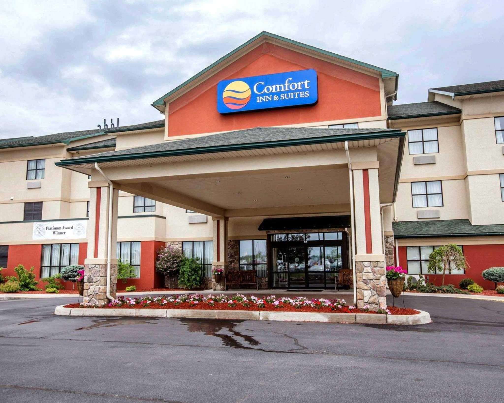 Comfort Inn & Suites adj to Akwesasne Mohawk Casino image 1