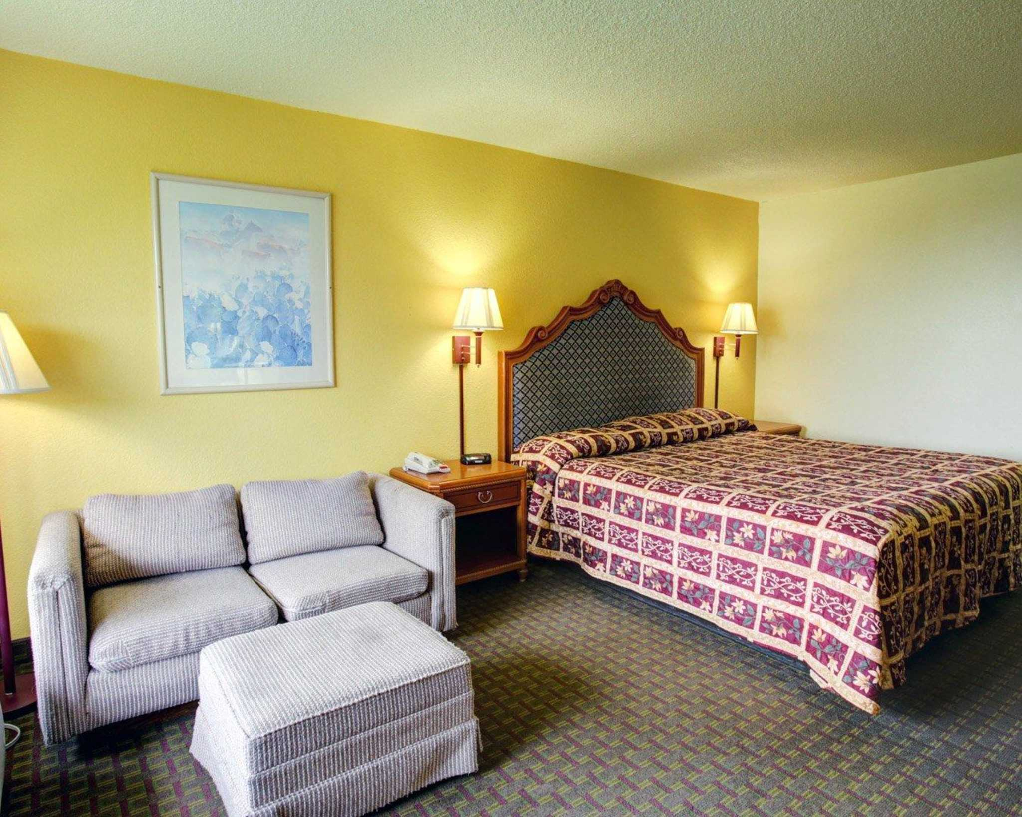 Rodeway Inn image 11