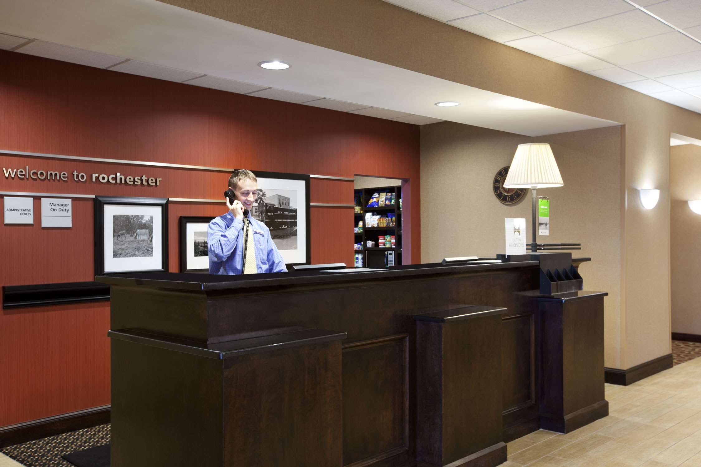 Hampton Inn & Suites Rochester-North image 9