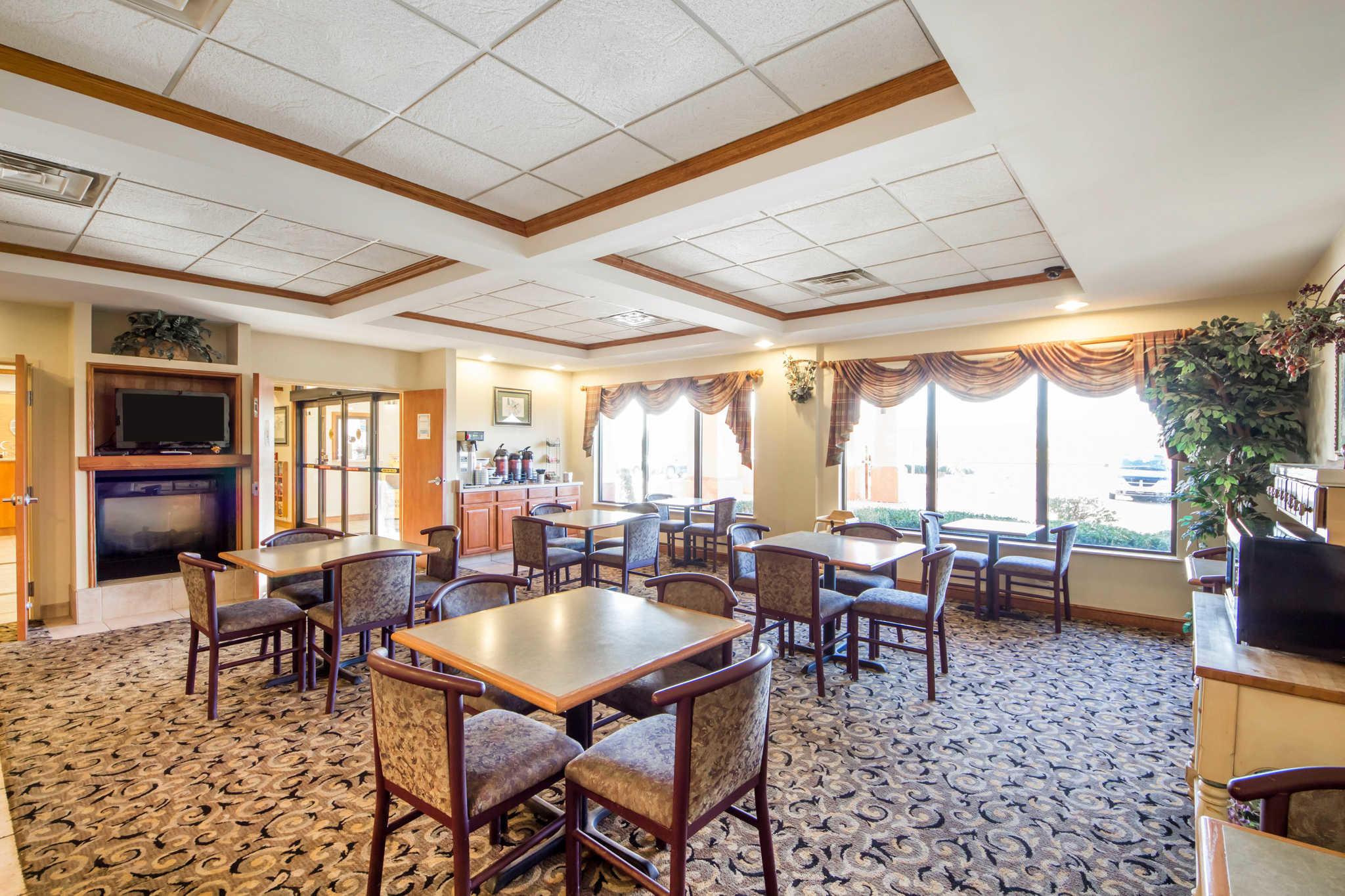 Quality Inn & Suites image 16