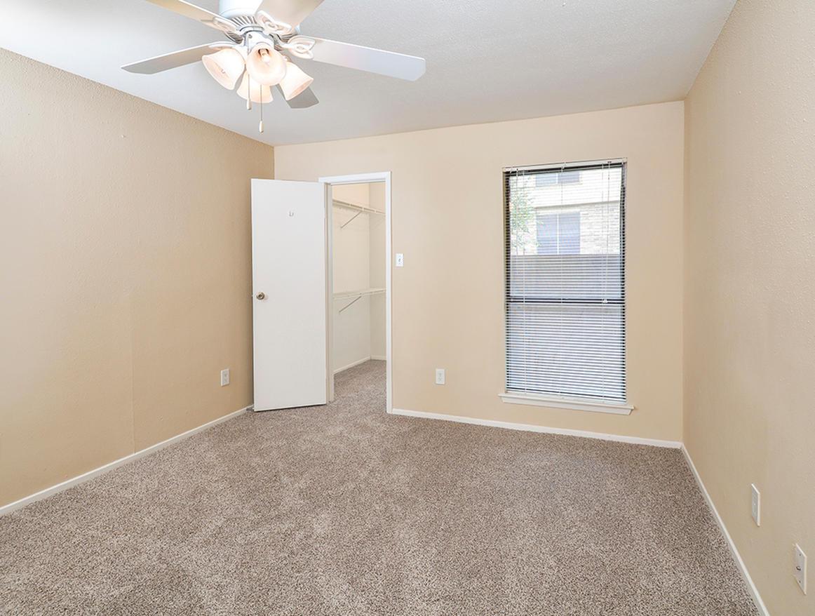 Cricket Hollow Apartments 11441 Ih 35 North Austin Tx