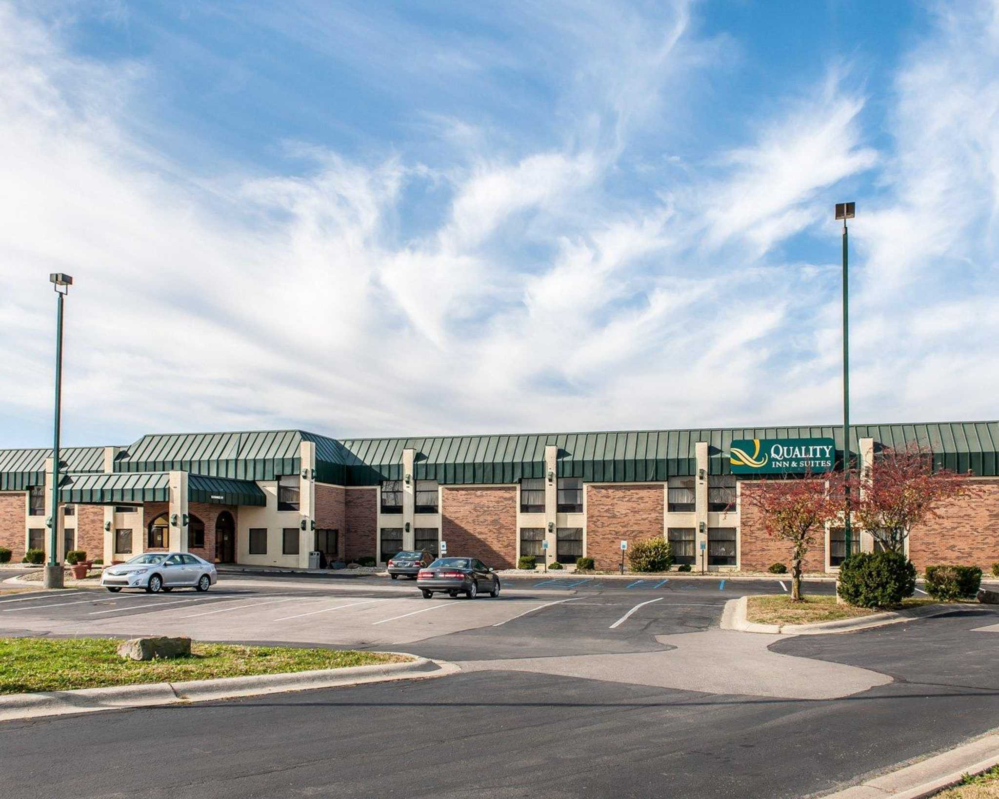 Quality Inn & Suites Shelbyville I-74 image 2