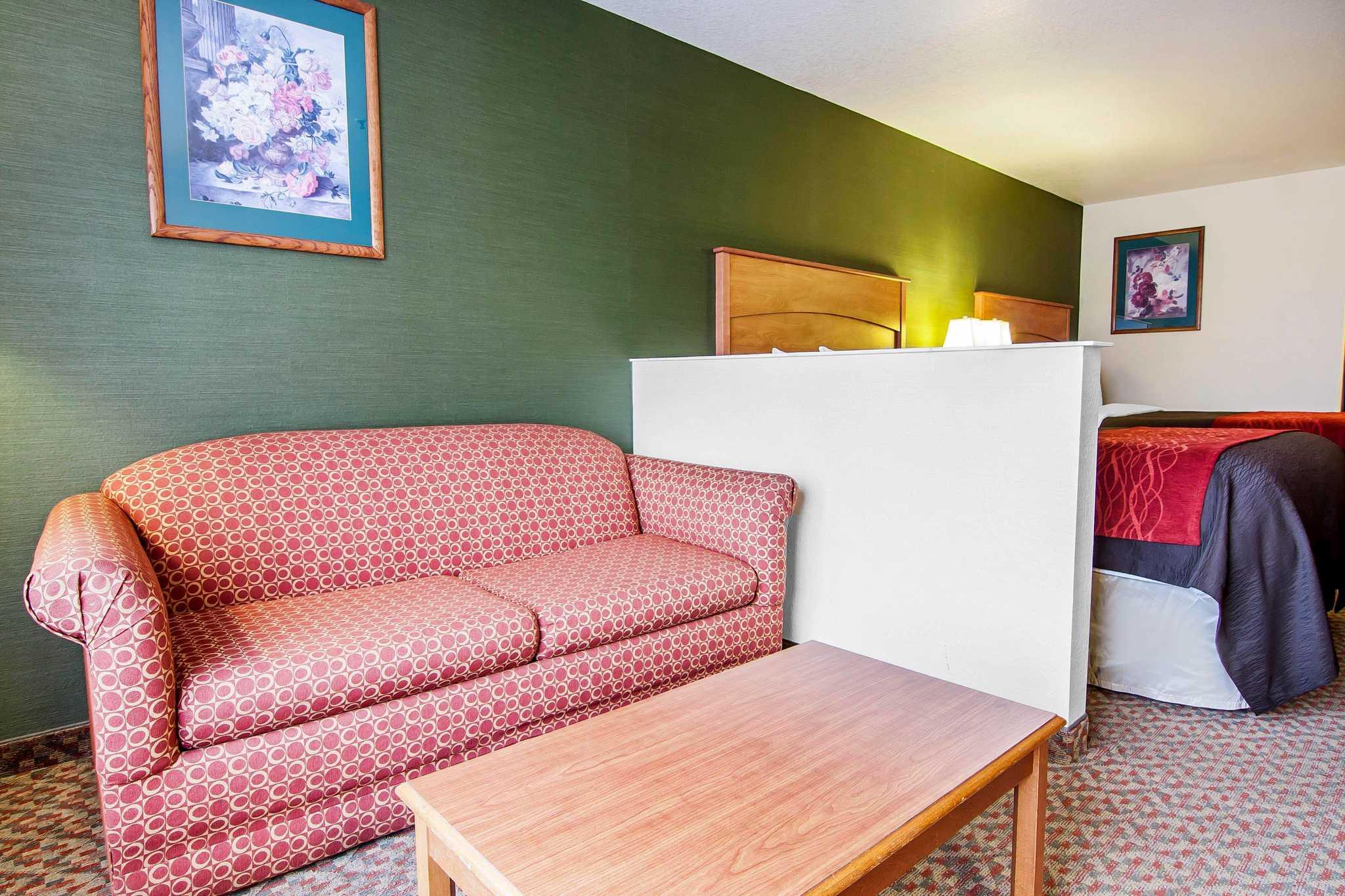 Comfort Inn & Suites image 45
