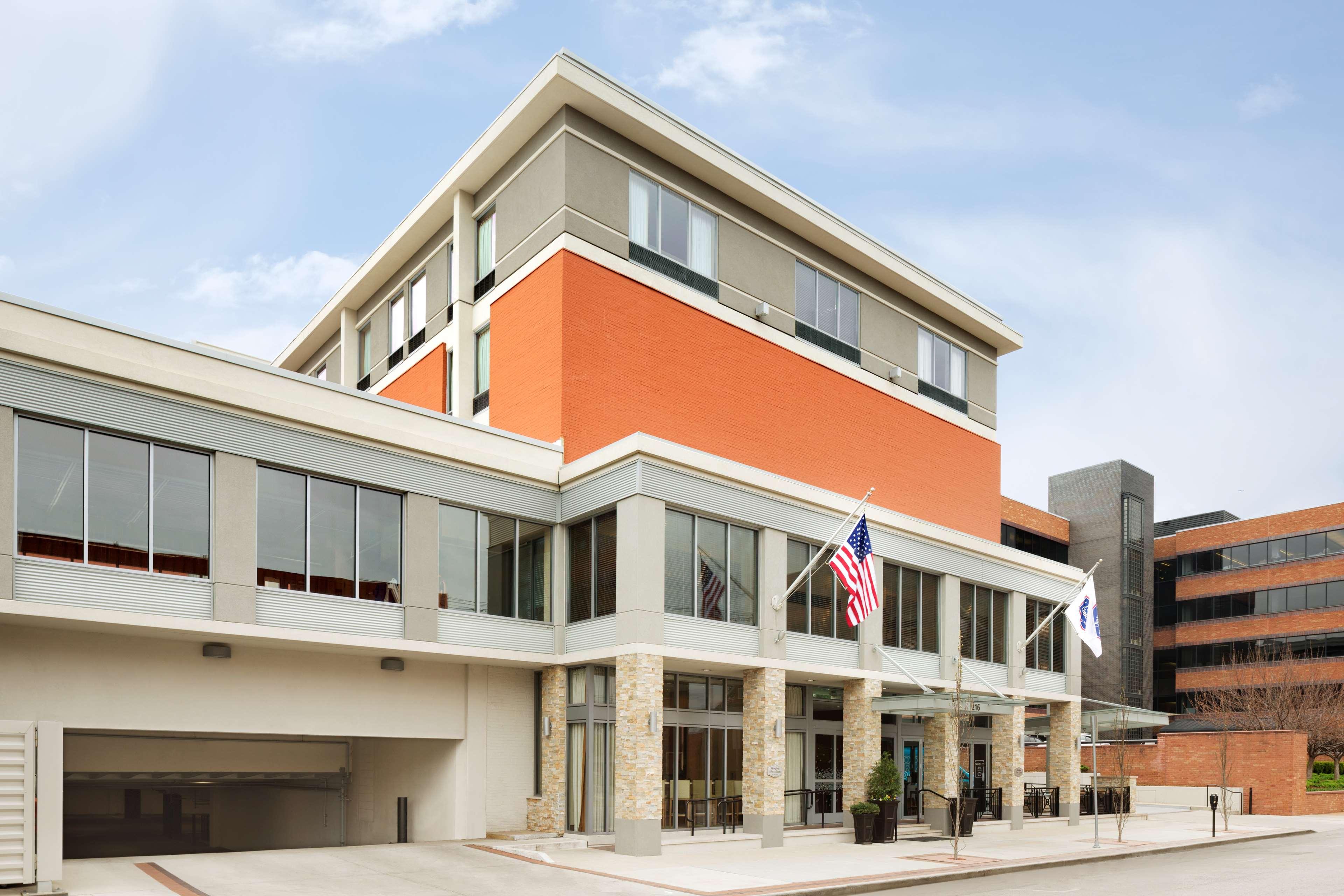 Hampton Inn and Suites Clayton/St Louis-Galleria Area image 1