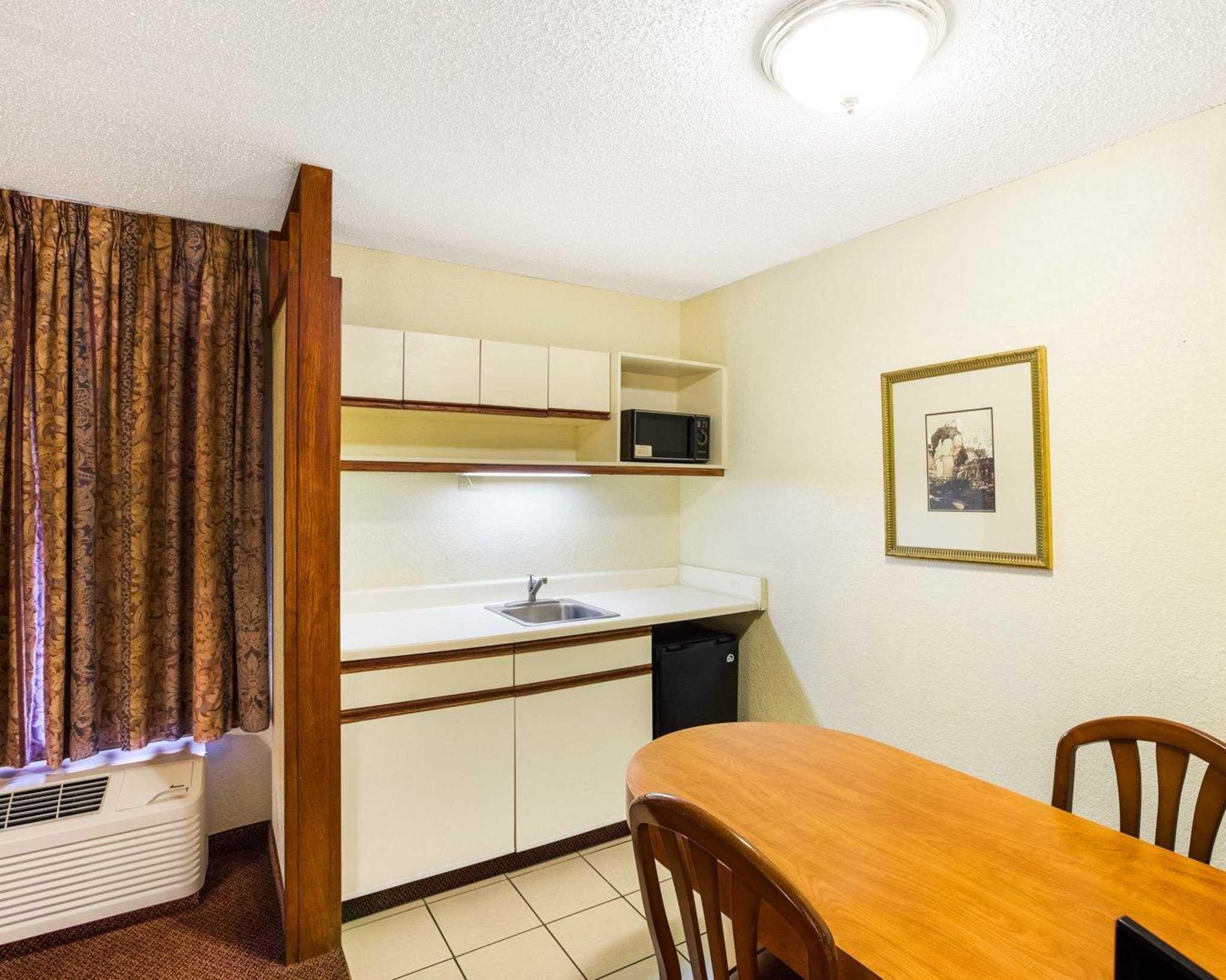 Rodeway Inn & Suites Fiesta Park image 10